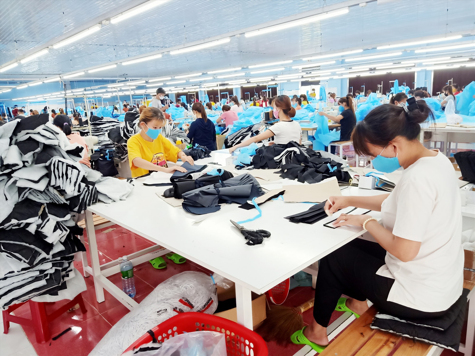 Công ty TNHH May Đại Thắng giải quyết việc làm cho nhiều lao động trên địa bàn xã Đại Thắng và vùng lân cận. Ảnh: H.LIÊN