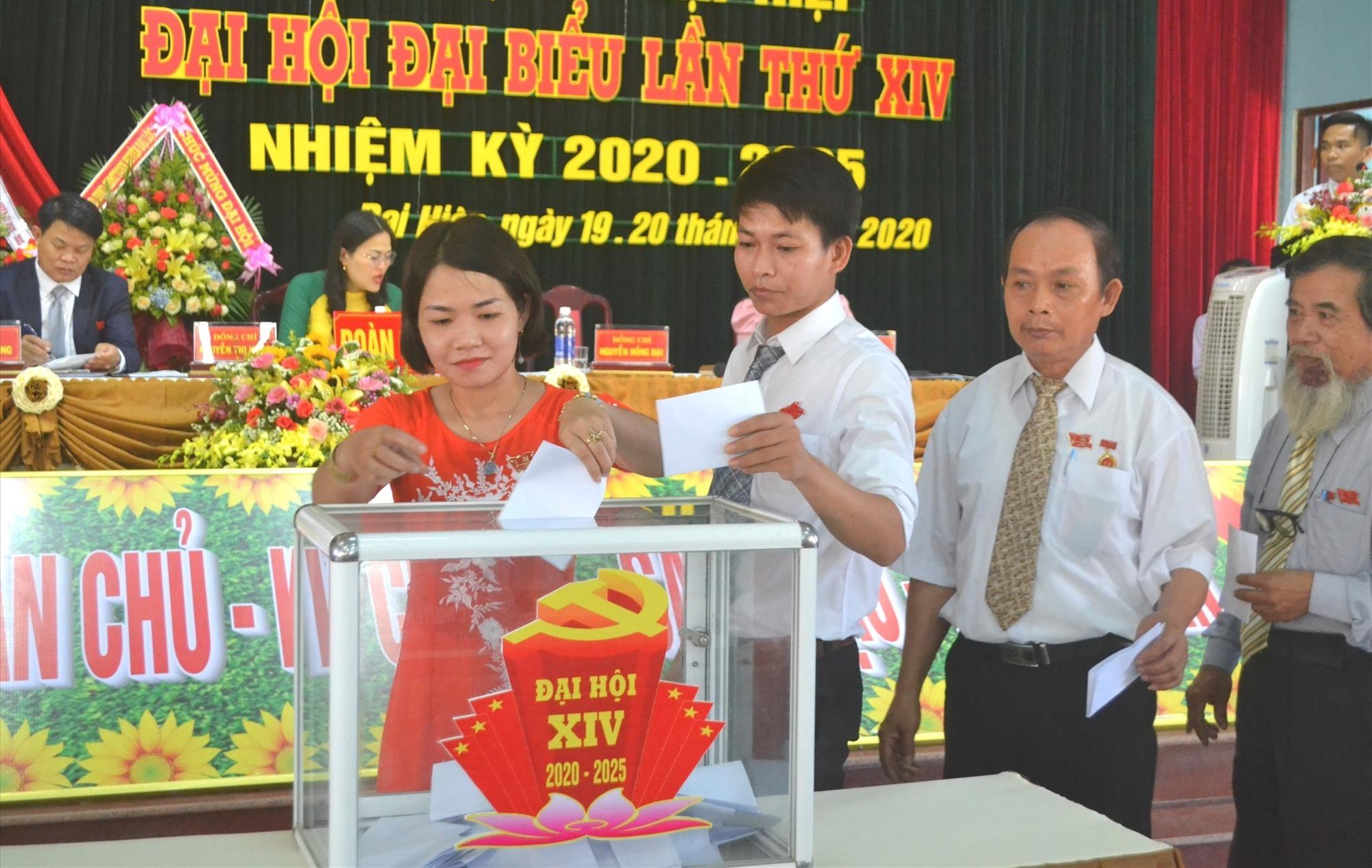 Bầu cử Ban Chấp hành Đảng bộ xã nhiệm kỳ 2020-2025. Ảnh: CT