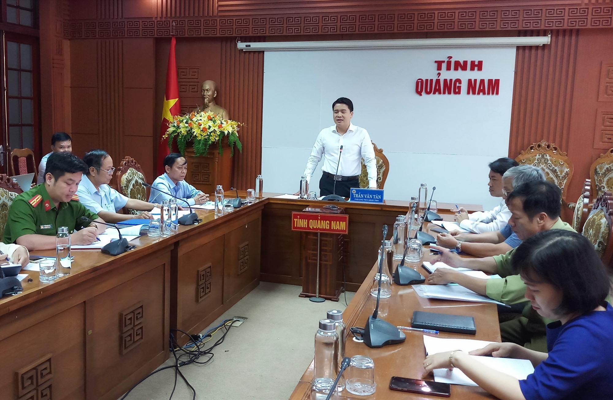Phó Chủ tịch UBND tỉnh Trần Văn Tân phát biểu tại buổi làm việc. Ảnh: ALĂNG NGƯỚC