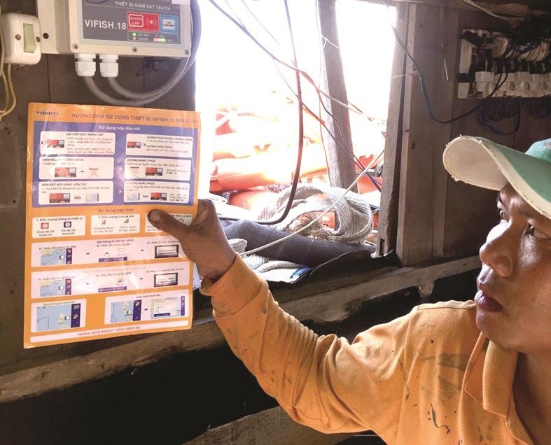 Lắp đặt thiết bị giám sát hành trình tàu cá là bắt buộc đối với tàu cá có chiều dài từ 15m trở lên. Ảnh: VIỆT NGUYỄN