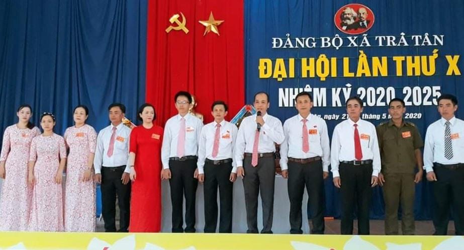 Ra mắt Ban Chấp hành Đảng bộ xã Trà Tân nhiệm kỳ 2020 - 2025. Ảnh: Trà My.