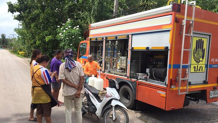 Xe phân phối nươc sạch lưu dộng tại các vùng bị tác động do hạn hán ở Thái Lan. Ảnh: The Nation