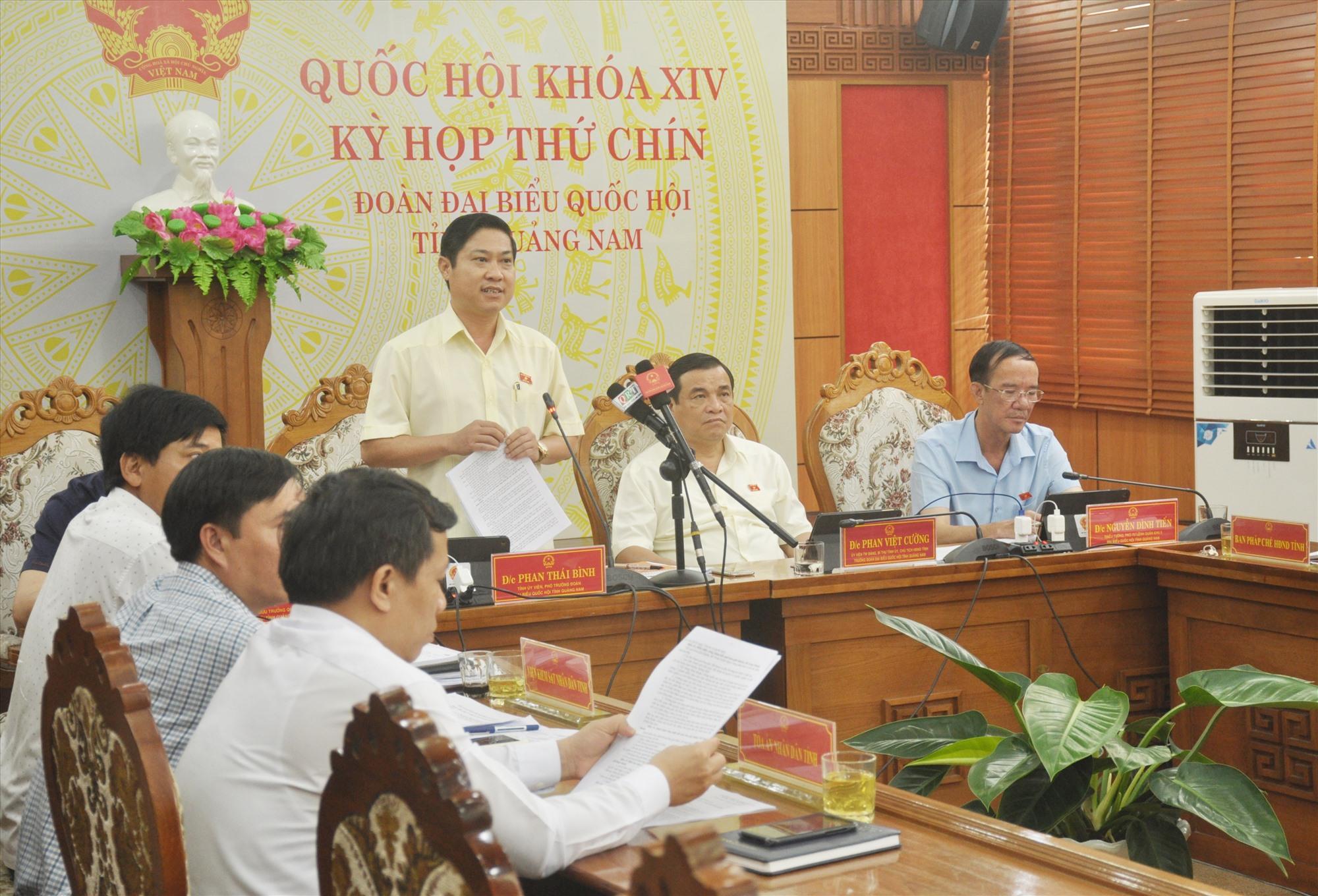 Phó Trưởng đoàn ĐBQH tỉnh Phan Thái Bình phát biểu thảo luận, góp ý vào dự thảo Luật Hòa giải, đối thoại tại Tòa án. Ảnh: N.Đ