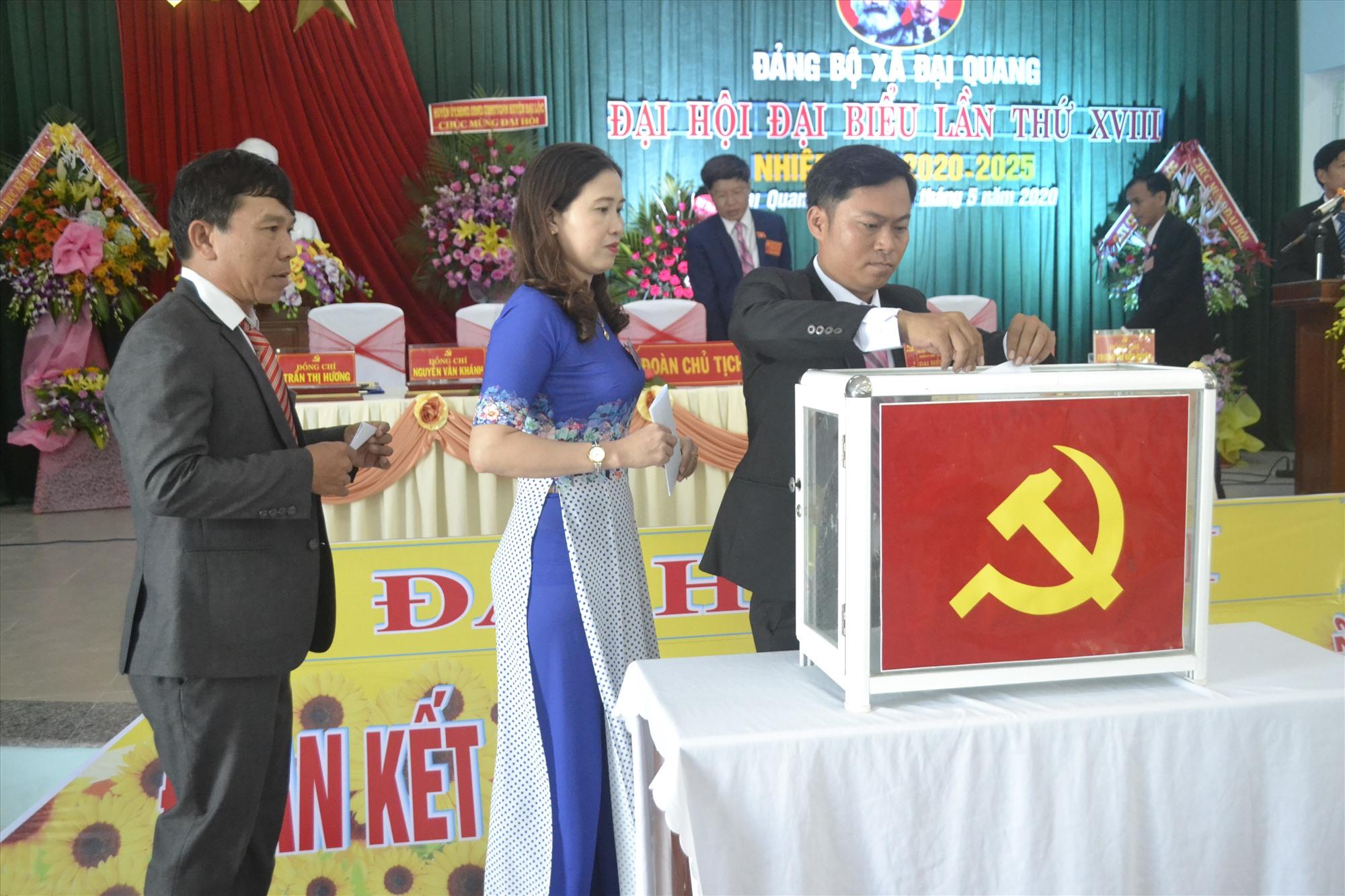 Bầu cử Ban Chấp hành Đảng bộ xã khóa XVIII. Ảnh: CT