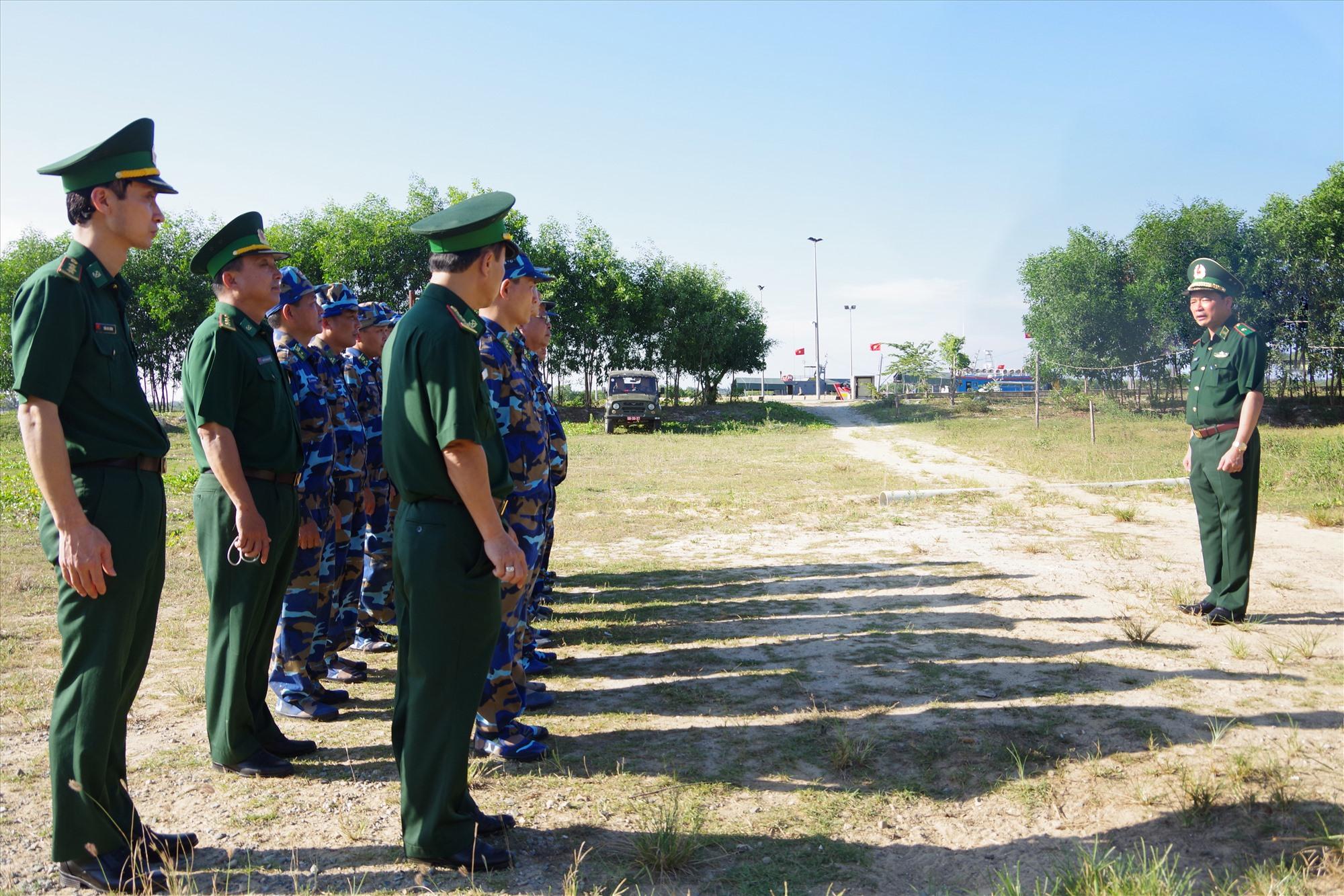 Thiếu tướng Lê Văn Phúc nhận xét sau buổi kiểm tra tại đơn vị Hải đội 2