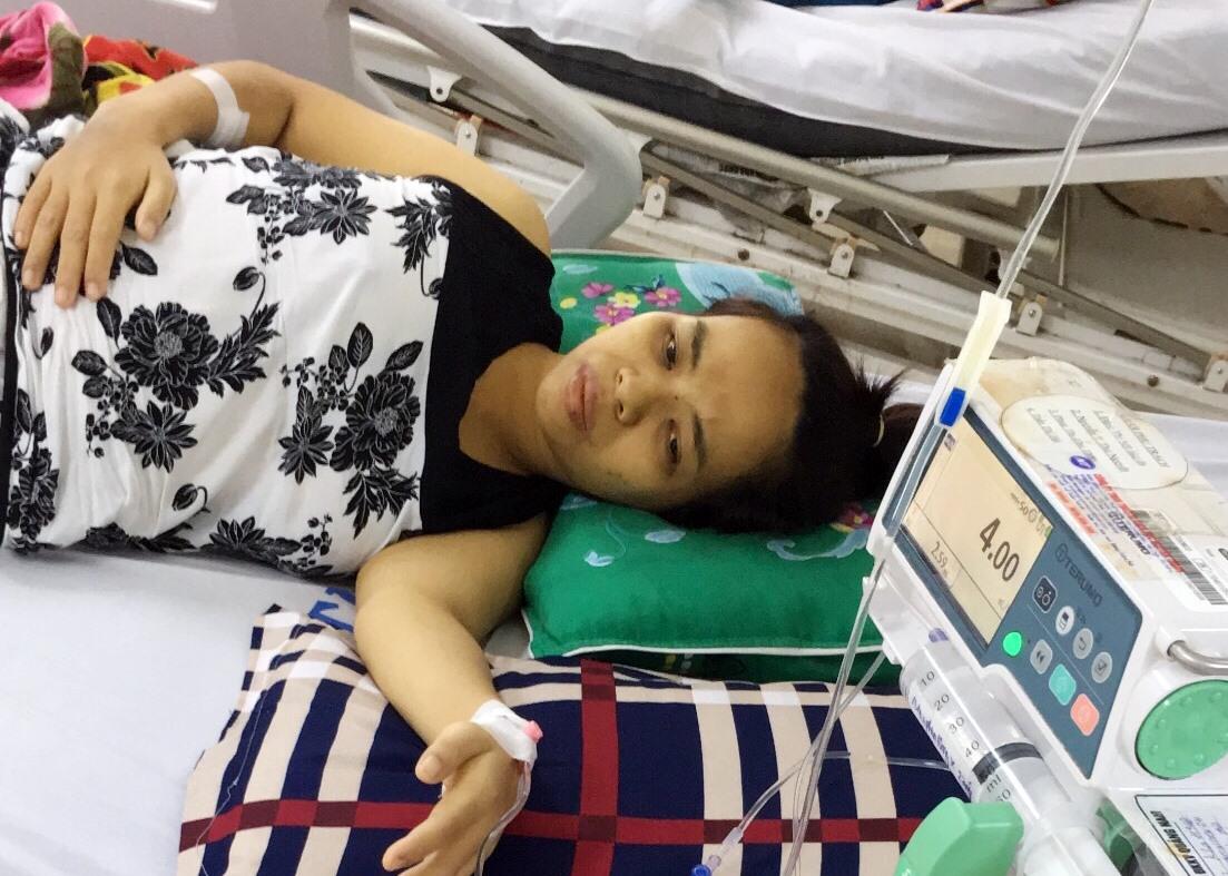 Chị Trần Thị Vĩnh mắc bệnh ung thư dạ dày, đang điều trị tại Bệnh viện Đa khoa khu vực Quảng Nam (đóng tại thị xã Điện Bàn). Ảnh: N.TRANG