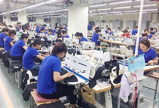 DN dệt may muốn tham gia sâu vào chuỗi giá trị hàng hóa hưởng lợi từ EVFTA phải chuẩn hóa quy trình sản xuất, đáp ứng các tiêu chuẩn sản xuất, lao động, xuất xứ, nguyên phụ liệu. Ảnh: Đ.H