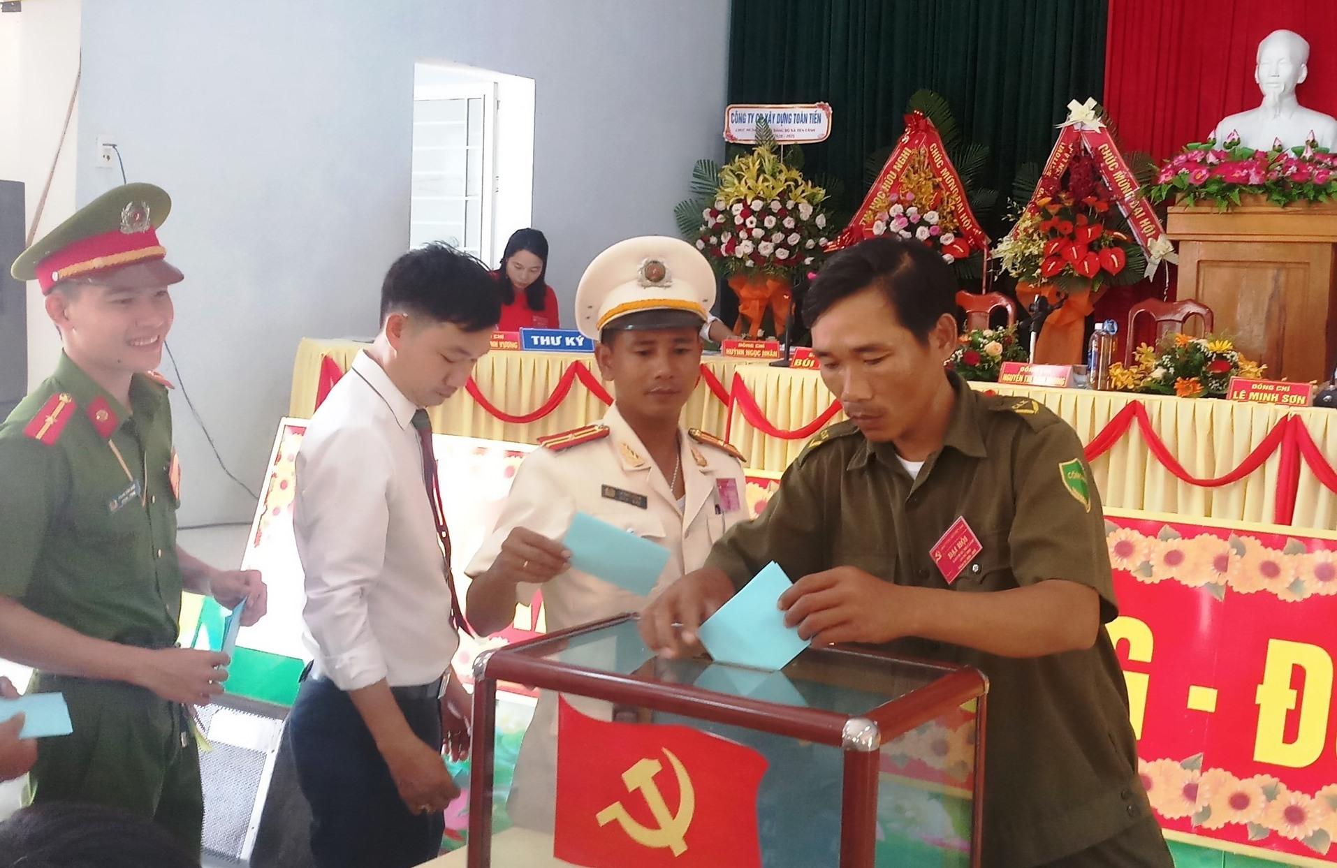 Đại hội bầu BCH Đảng bộ xã Tiên Lãnh khóa mới.