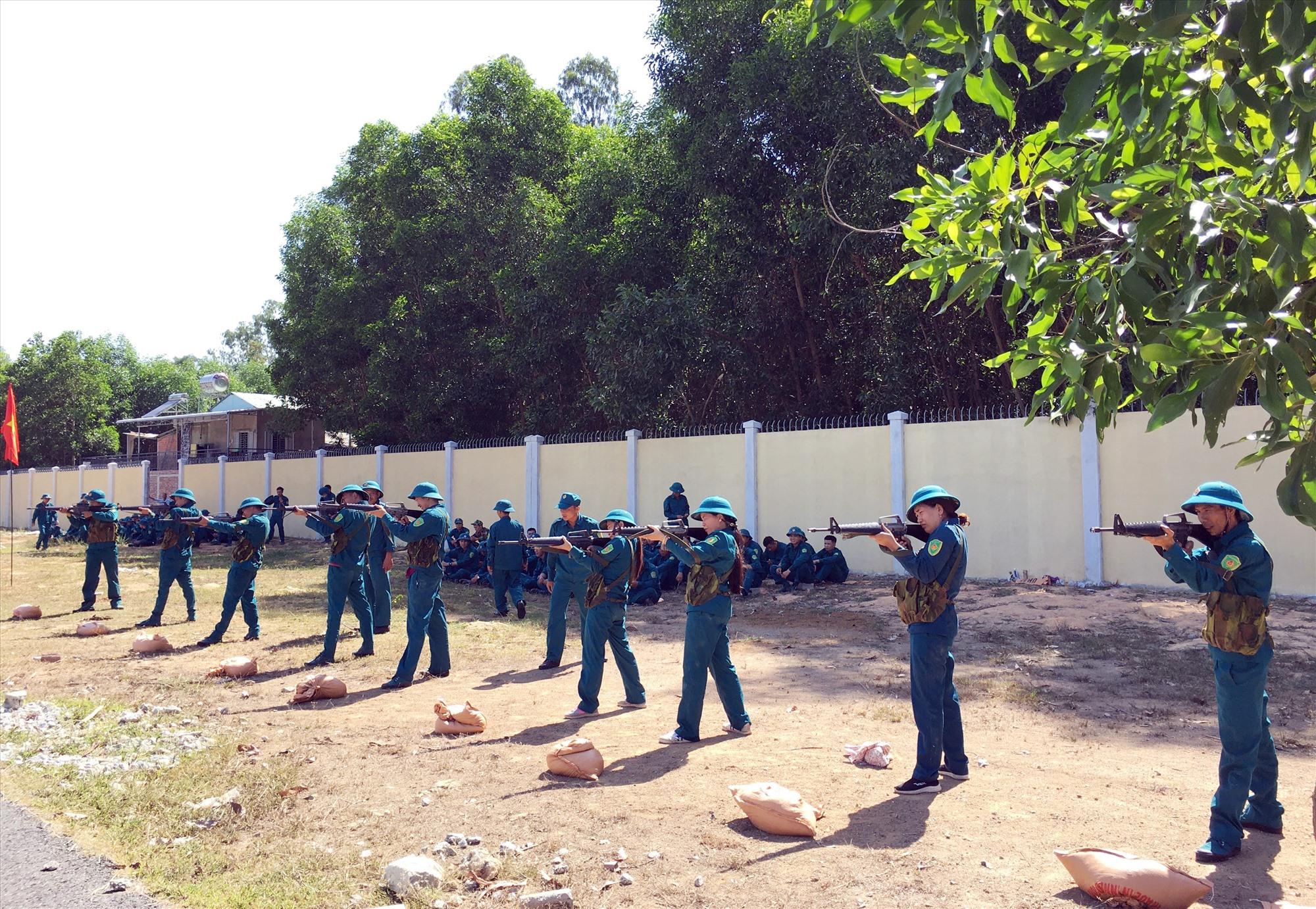 Phú Ninh hoàn thành khóa huấn luyện cho lực lượng dân quân tự vệ năm 2020. Ảnh: HẢI CHÂU