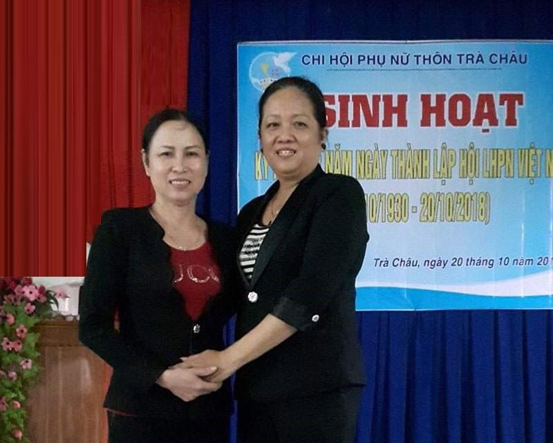 Chị Trần Thị Mai (trái) tại buổi sinh hoạt của Chi hội Phụ nữ thôn Trà Châu. Ảnh: H.L