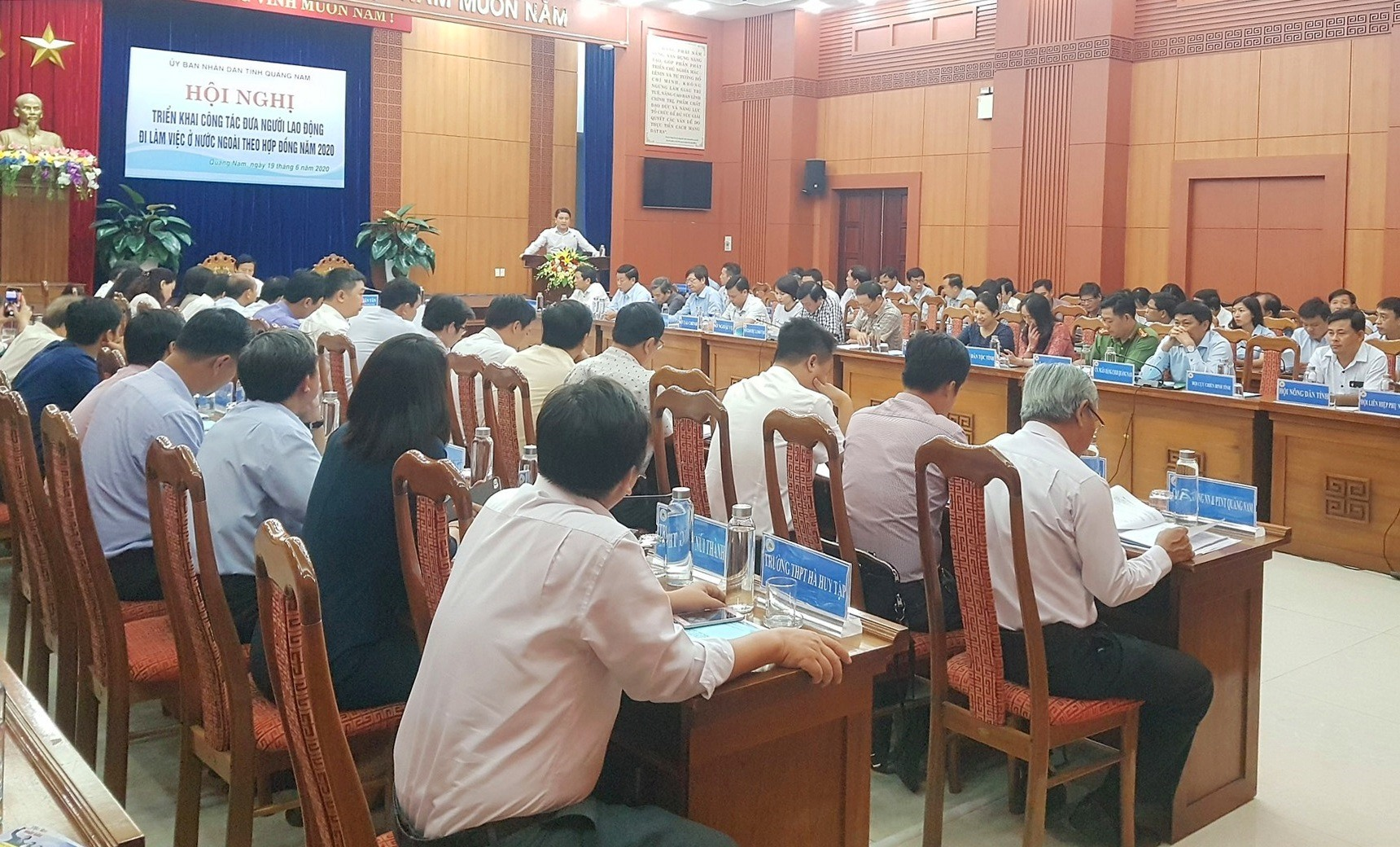 Hội nghị về công tác xuất khẩu lao động có đầy đủ các sở ngành, địa phương, doanh nghiệp, trường học tham gia. Ảnh: D.L