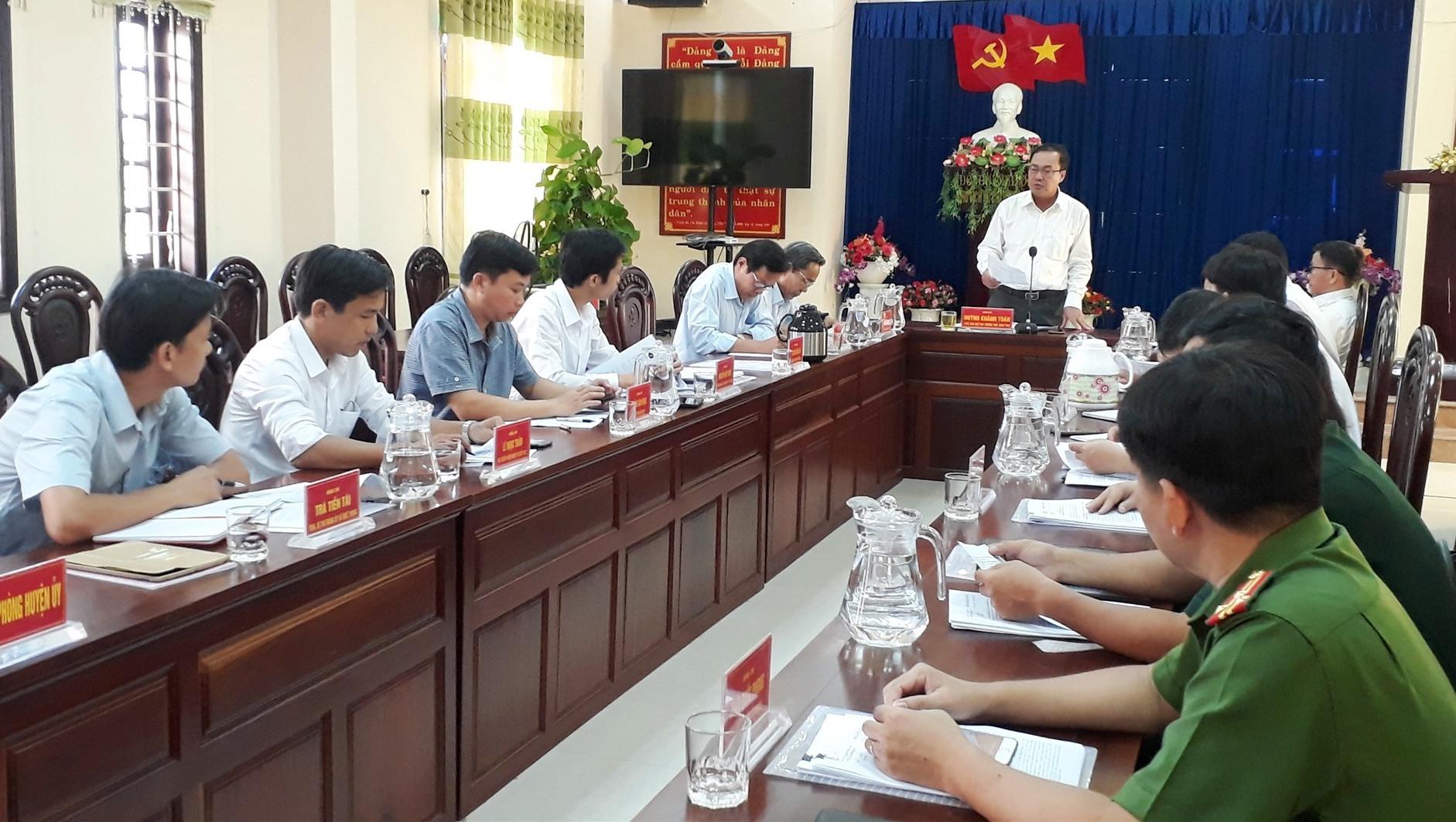 Quảng cảnh buổi kiểm tra công tác chuẩn bị Đại hội Đảng tại Nông Sơn. Ảnh MINH THÔNG