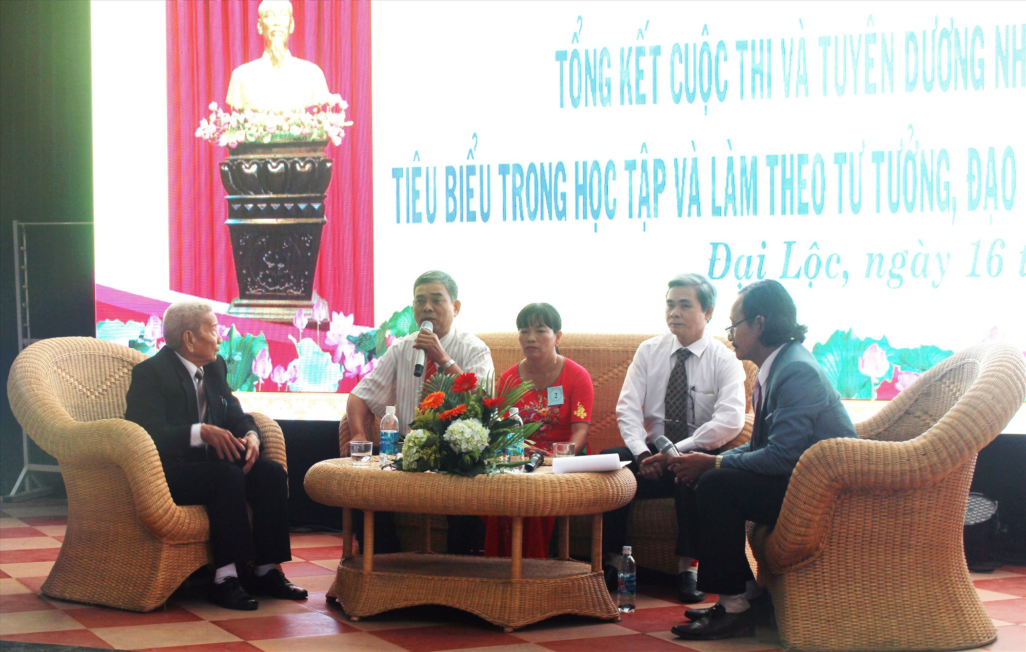 Huyện Đại Lộc tổ chức giao lưu điển hình tiên tiến học tập và làm theo gương Bác Hồ. Ảnh: HOÀNG LIÊN
