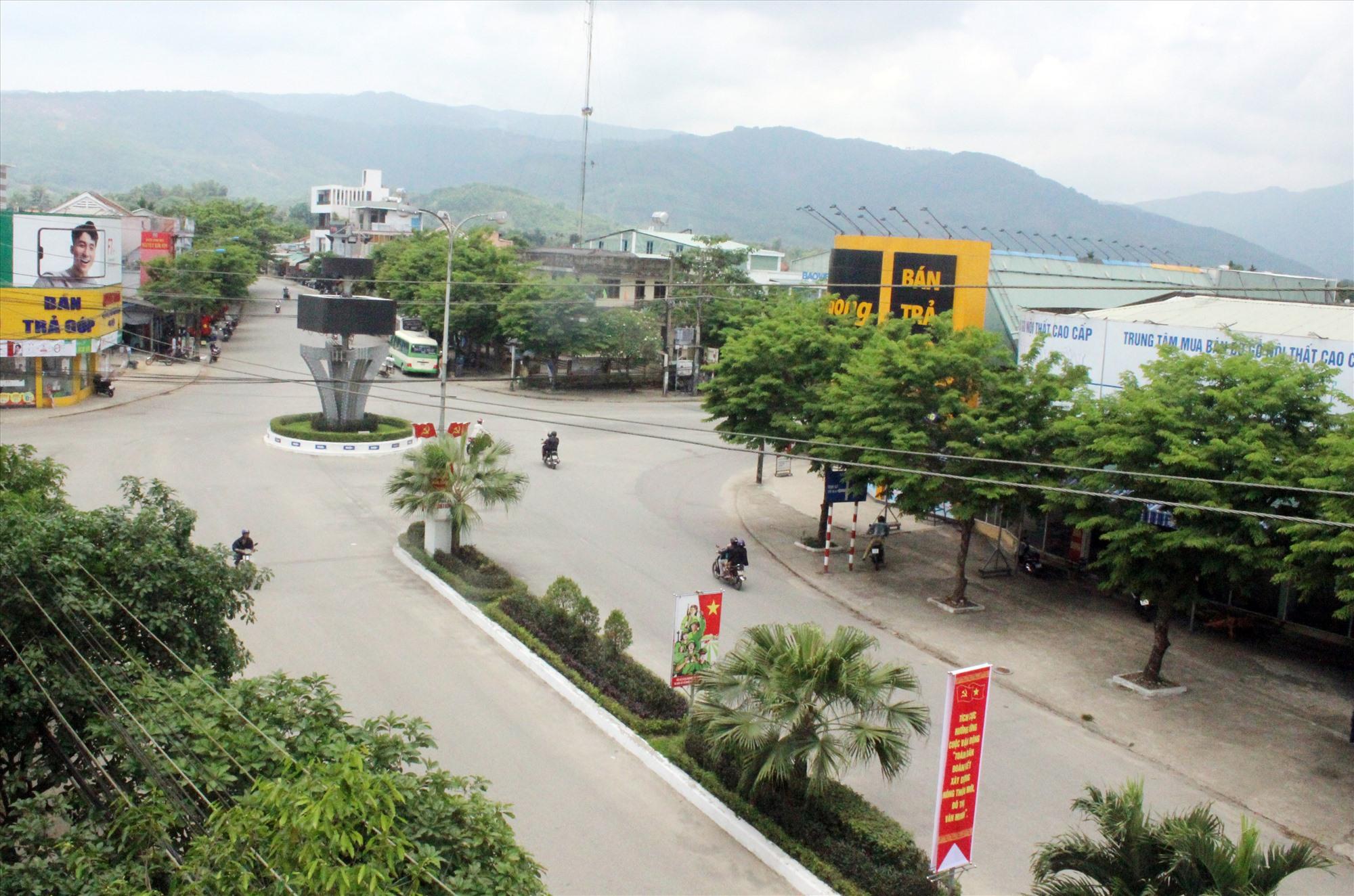 Thị trấn Tiên Kỳ quyết tâm xây dựng đạt chuẩn đô thị văn minh vào năm 2022. Ảnh: D.LỆ