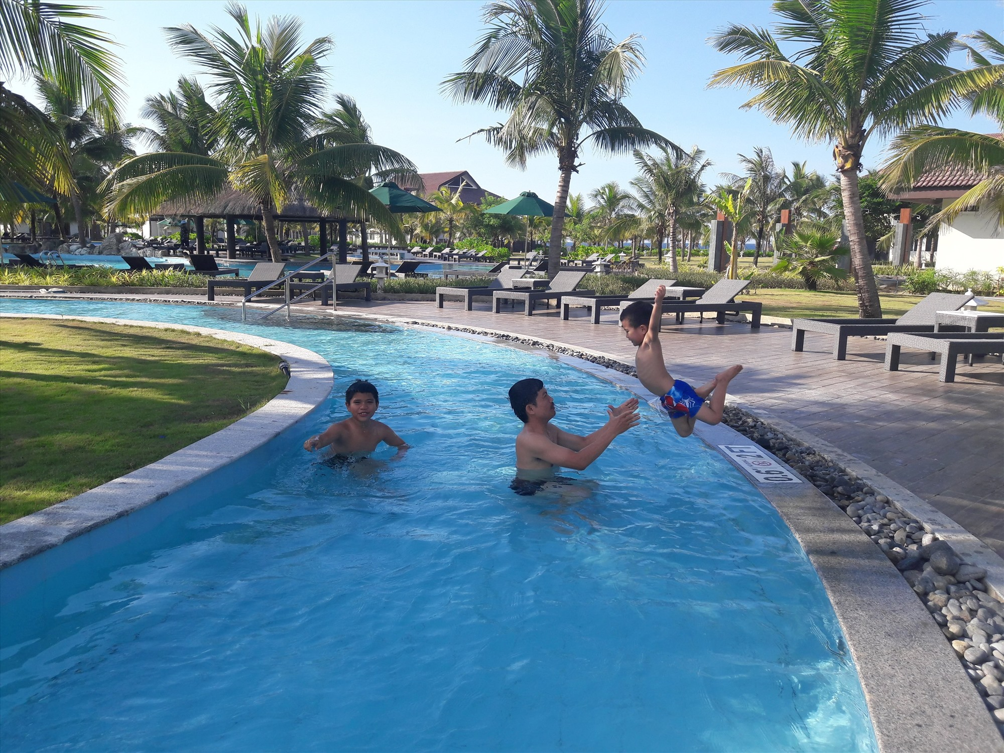 Nhiều khu nghỉ dưỡng cao cấp được xây dựng ở vùng ven biển Quảng Nam (ảnh minh họa). Ảnh: PHAN HOÀNG