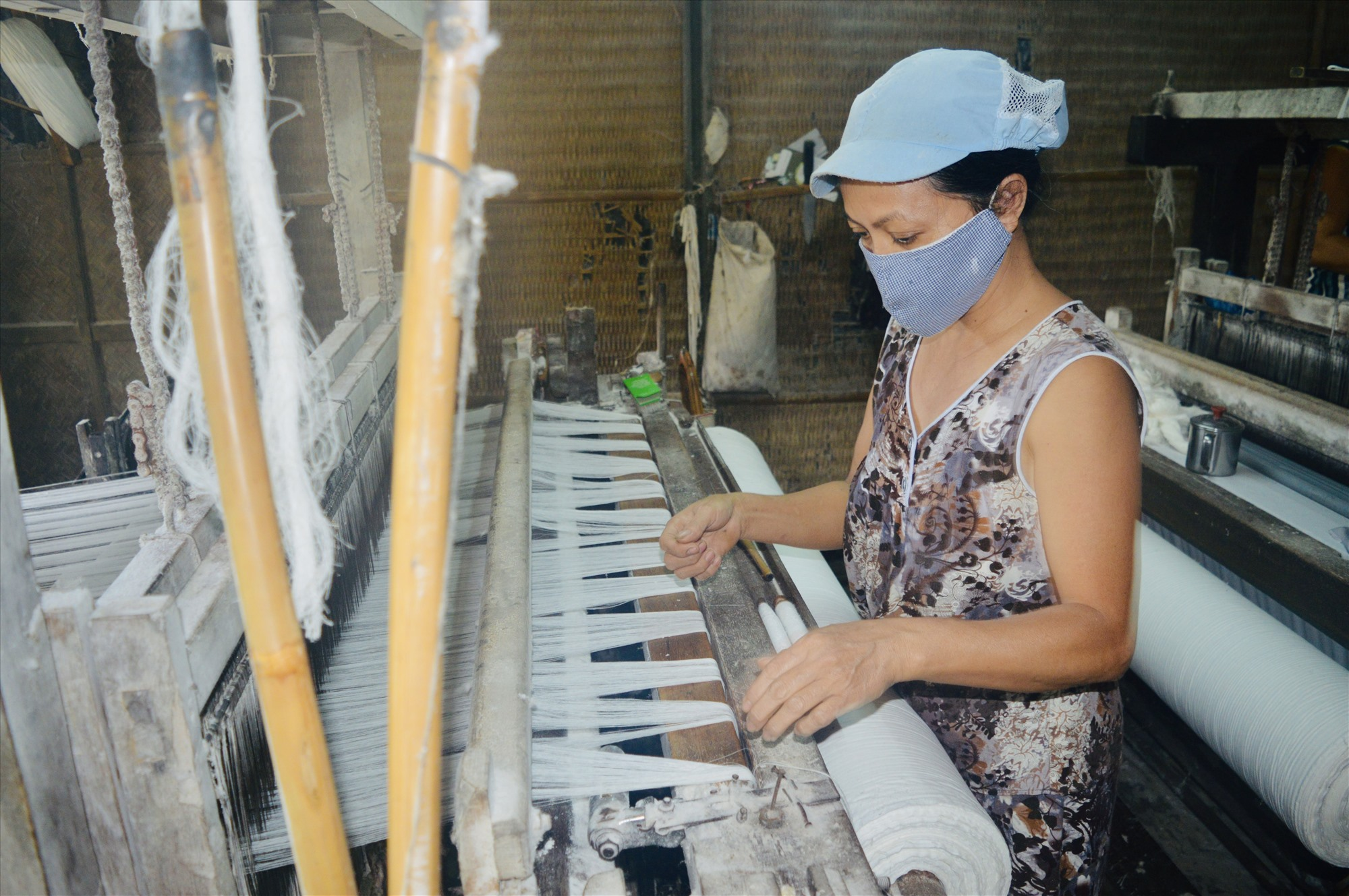 Theo các doanh nghiệp, đầu ra của tơ lụa không thiếu, nhưng sản phẩm tơ tằm của địa phương hiện chưa đủ chất lượng để hướng đến phân khúc thị trường chất lượng cao. Ảnh: S.T