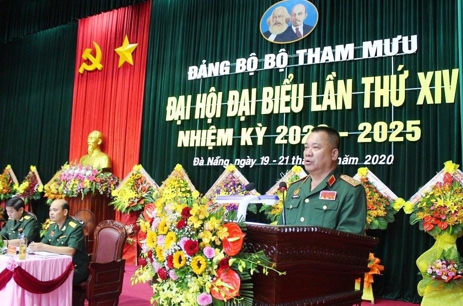Trung tướng Nguyễn Long Cáng - Phó Bí thư Đảng ủy, Tư lệnh Quân khu 5 phát biểu chỉ đạo đại hội.
