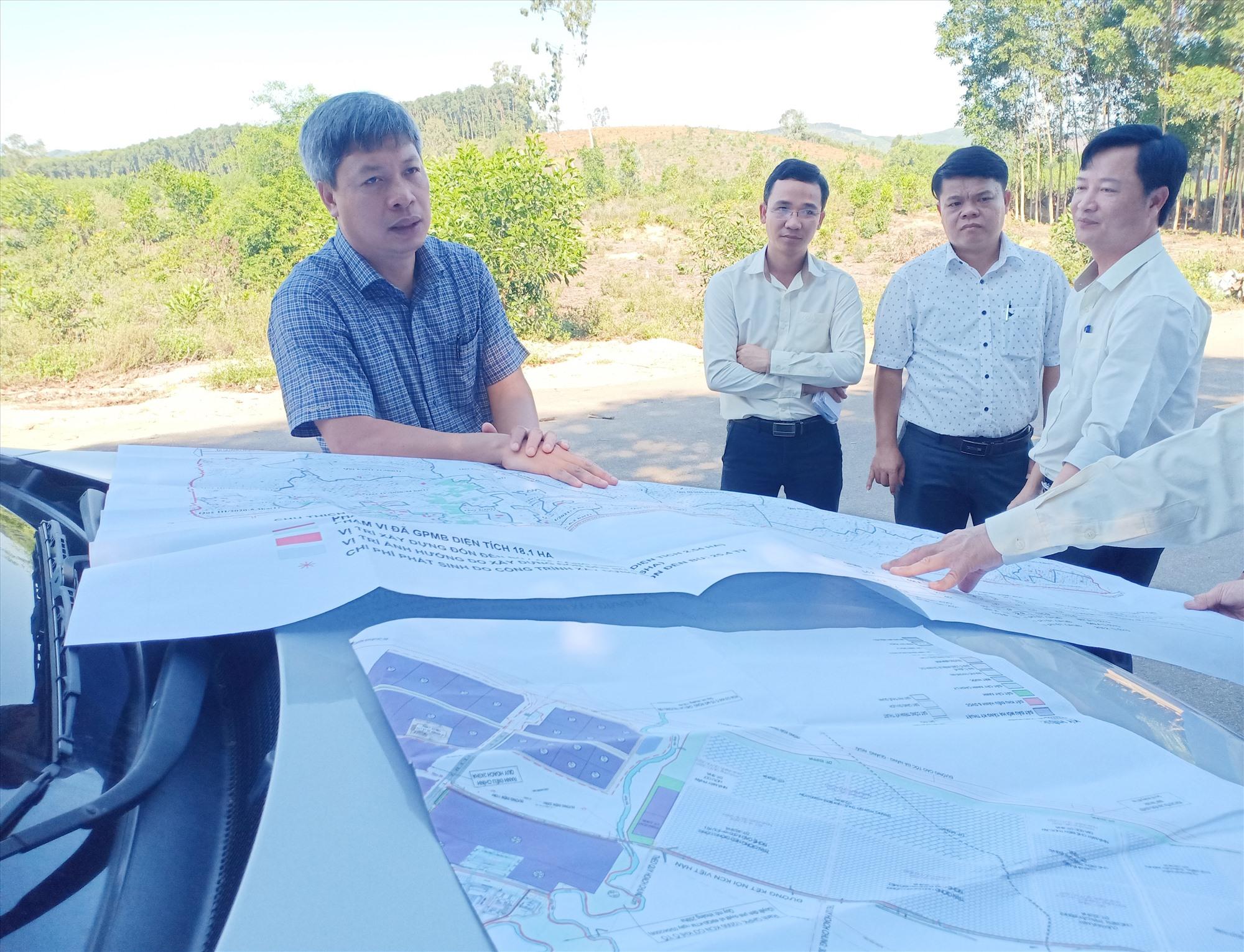 Phó Chủ tịch UBND tỉnh Hồ Quang Bửu giao UBND huyện Núi Thành phối hợp với chủ đầu tư các dự án khẩn trương giải phóng dứt điểm mặt bằng. Ảnh: TR.H