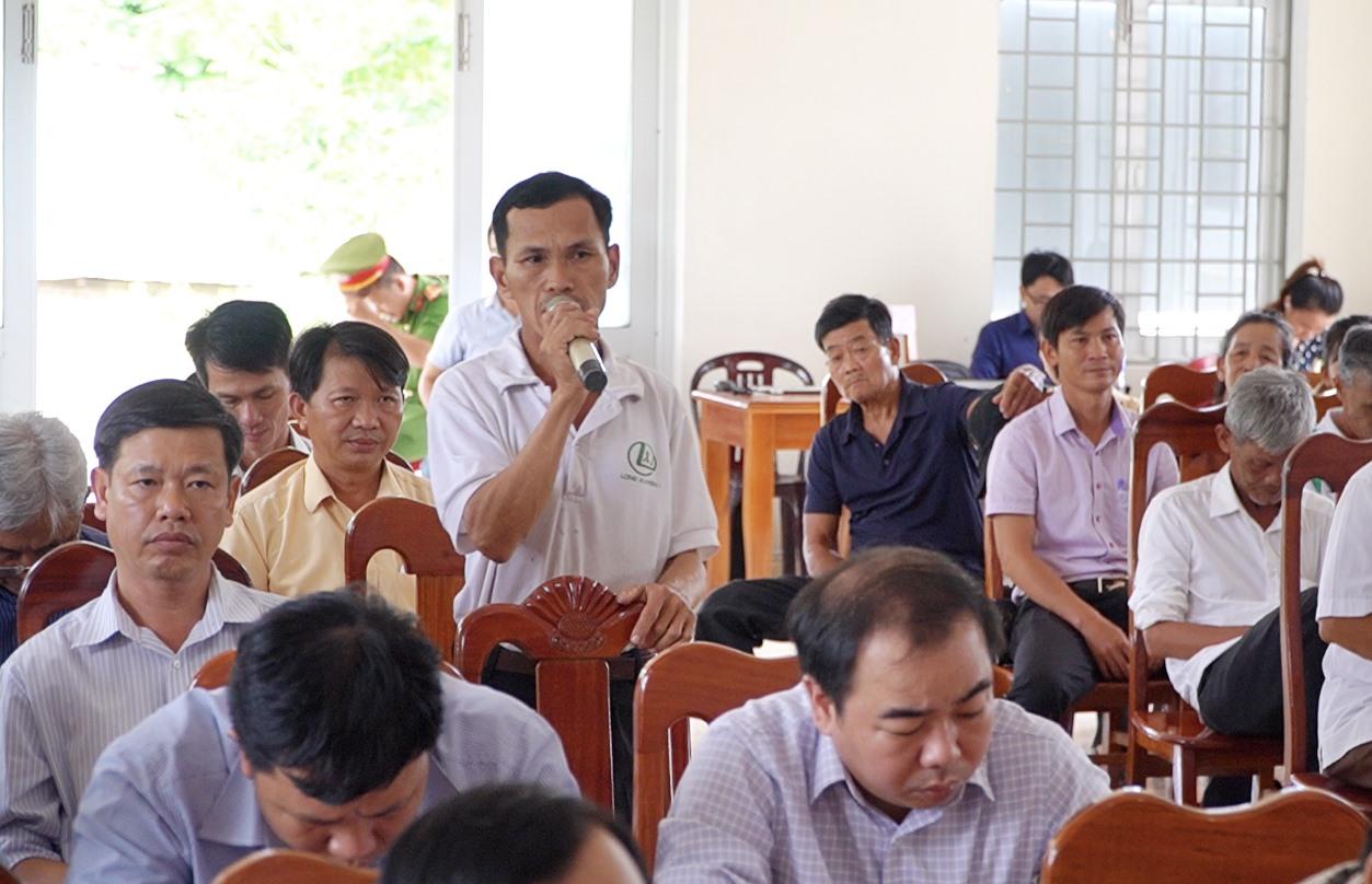 Cử tri huyện Nông Sơn phát biểu tại hội nghị. Ảnh: PHAN VINH