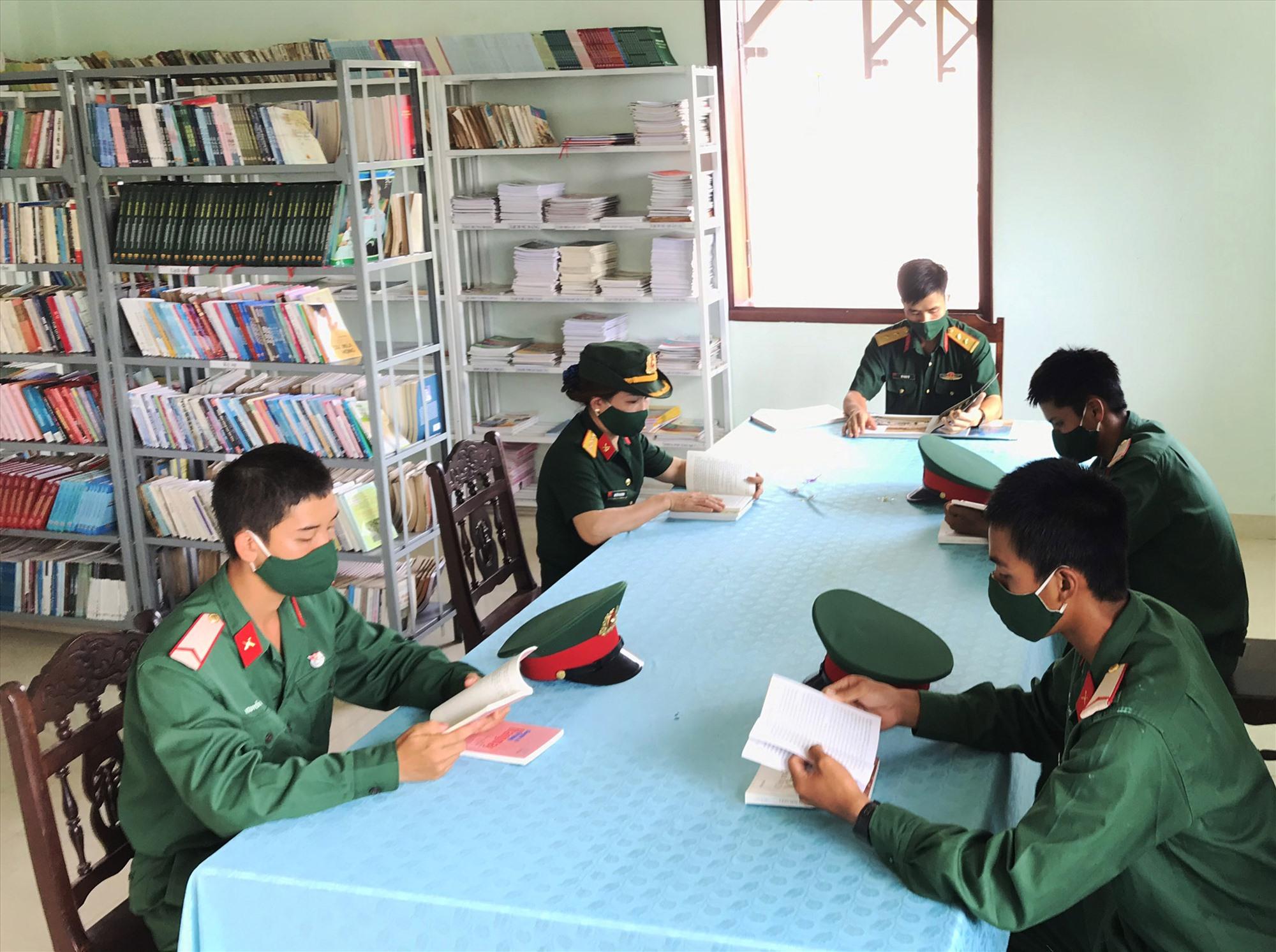 Lan tỏa văn hóa đọc tại Sư đoàn 315. Ảnh: L.T