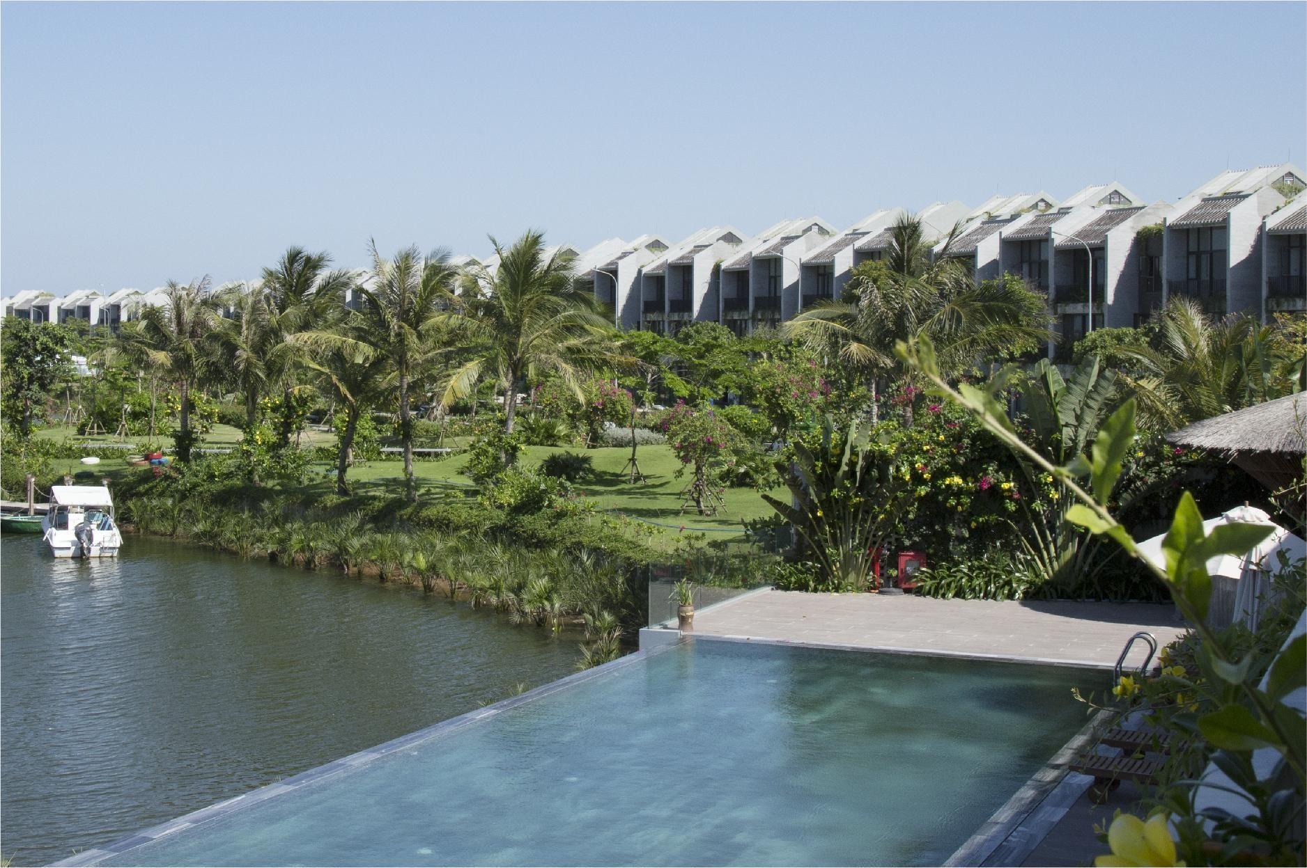 Tầm nhìn khoáng đạt từ khu tiện ích Club House tại Casamia Hội An.