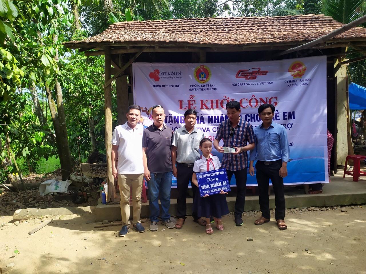 Em Phan Thị Nhi được hỗ trợ xây nhà nhân ái. Ảnh: D.L