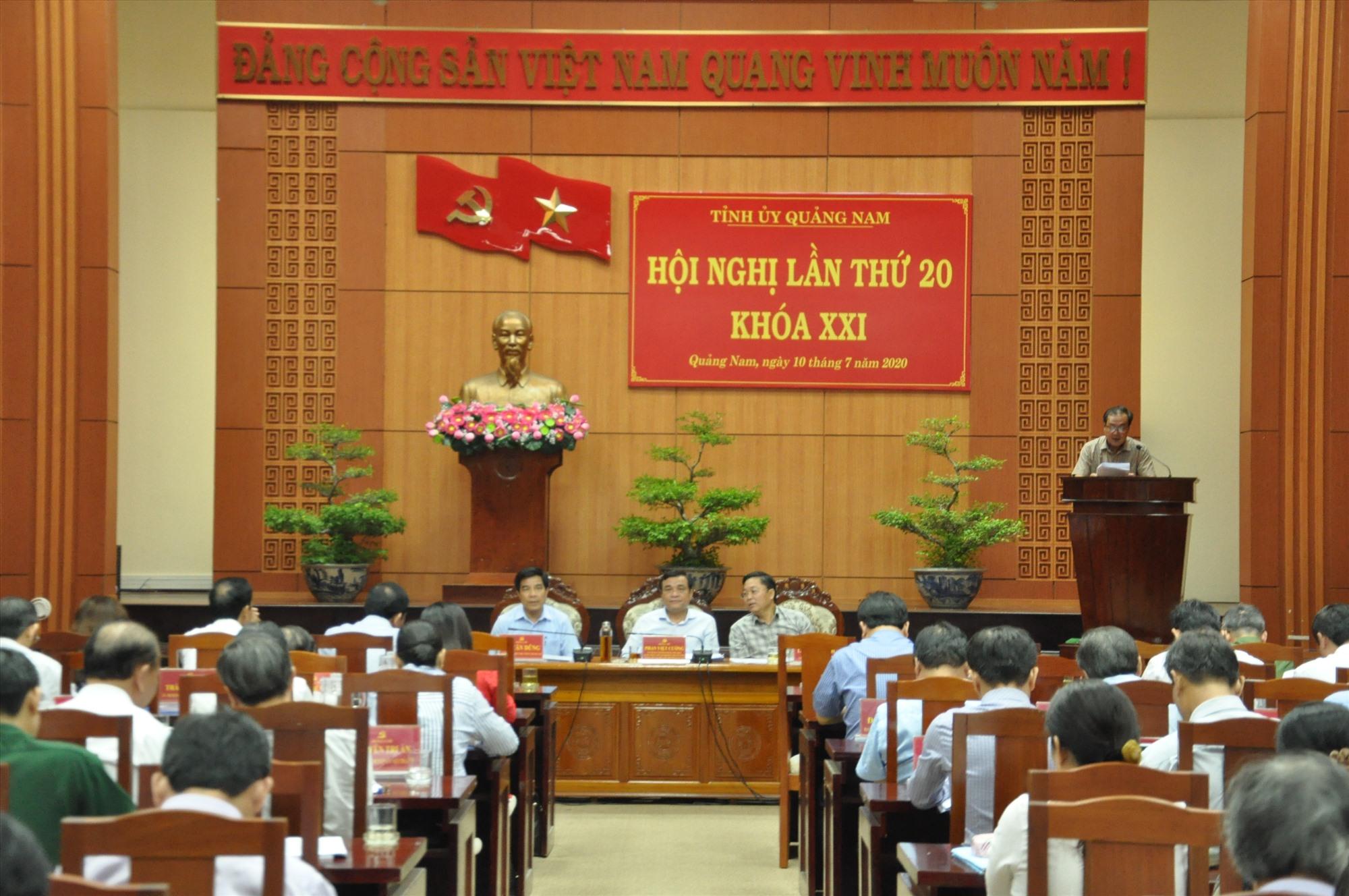 Hội nghị đánh giá kinh tế Quảng Nam gặp nhiều khó khăn trong 6 tháng đầu năm 2020. Ảnh: X.P