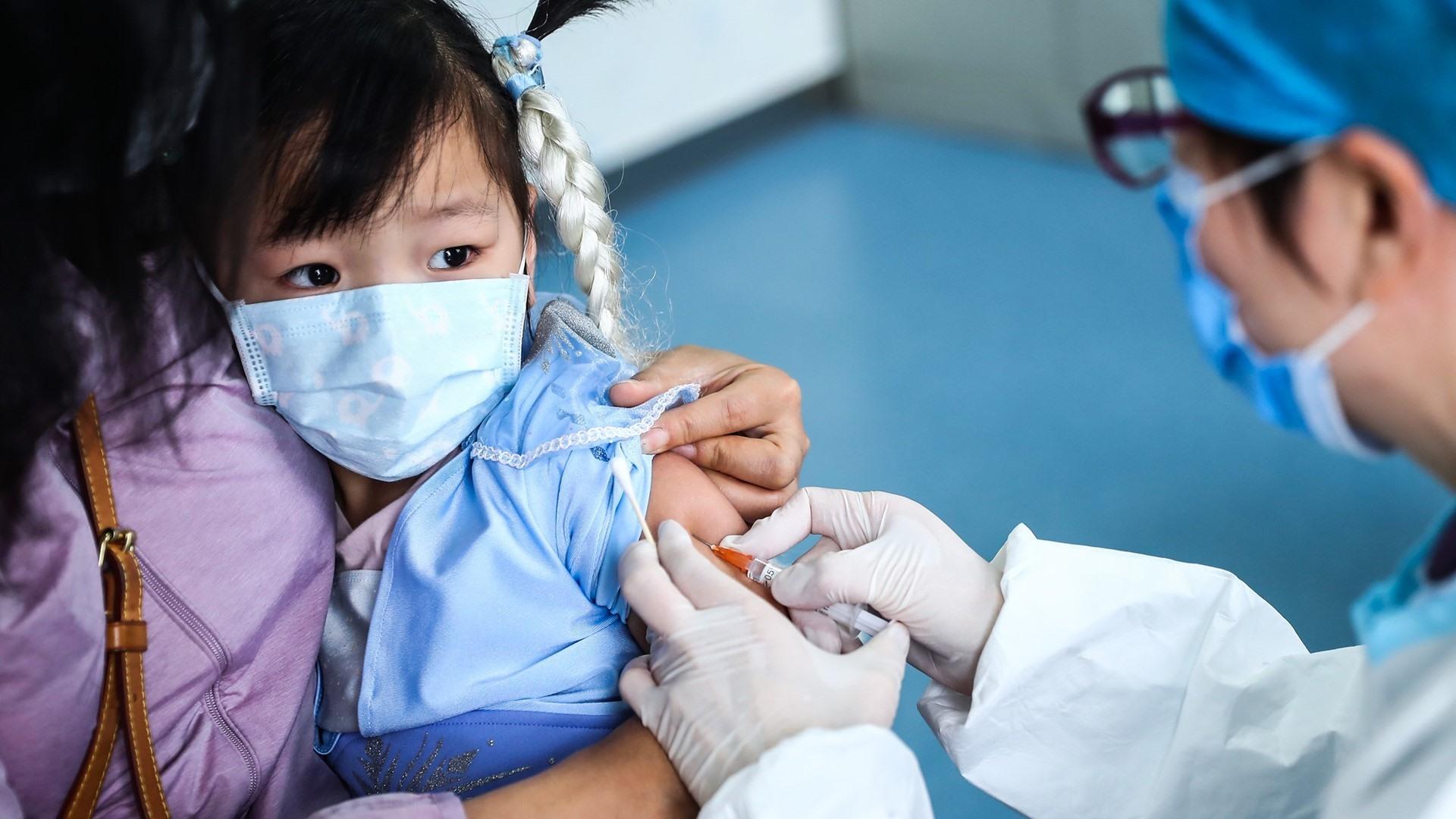 Tỷ lẹ tiêm chủng giảm kéo theo nhiều hệ hụy sức khỏe cộng đồng. Ảnh: thenewsmarket
