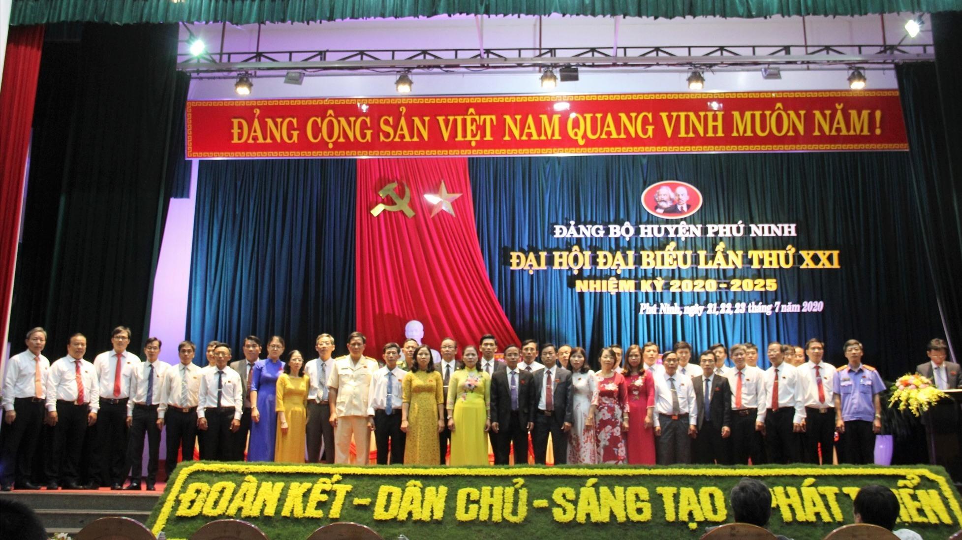 39 đồng chí được bầu vào Ban Chấp hành Đảng bộ huyện Phú Ninh khóa XXI (Nhiệm kỳ 2020 - 2025). Ảnh: VINH ANH