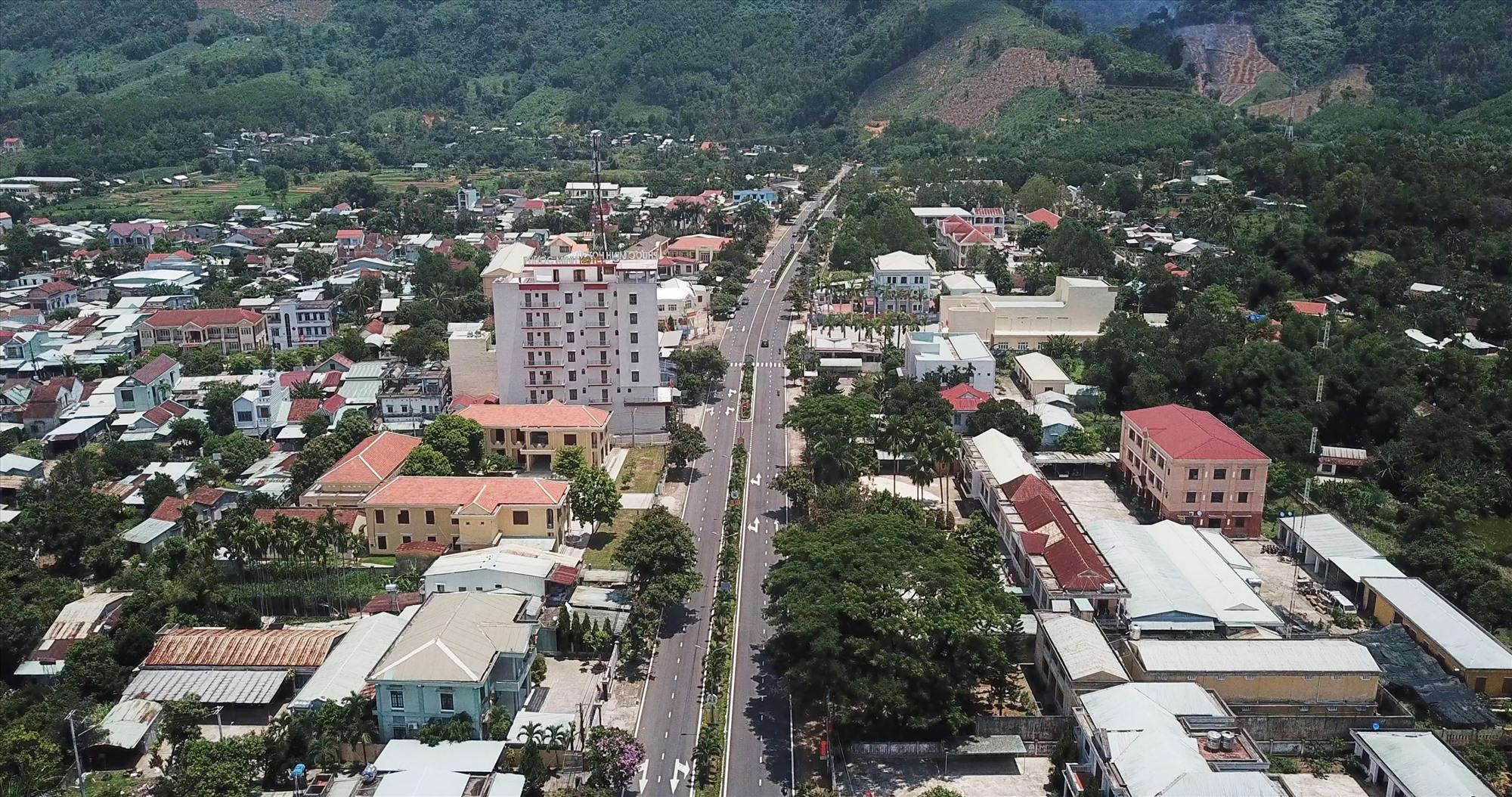 Phước Sơn phấn đấu xây dựng thị trấn Khâm Đức đạt chuẩn đô thị loại IV vào năm 2025. Ảnh: N.C