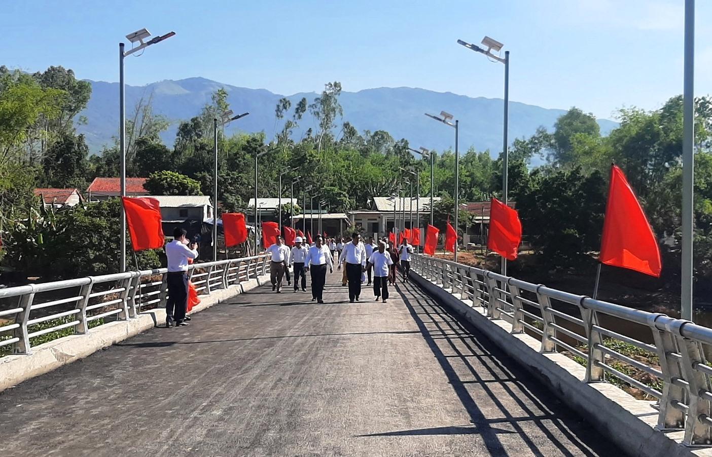 Cầu Bàu Sấu là cầu dân sinh tạo khi đi vào vận hành sẽ tạo điều kiện thuận lợi cho người dân đi lại, sản xuất đối với người dân xã Đại Đồng. Ảnh: N.DUY