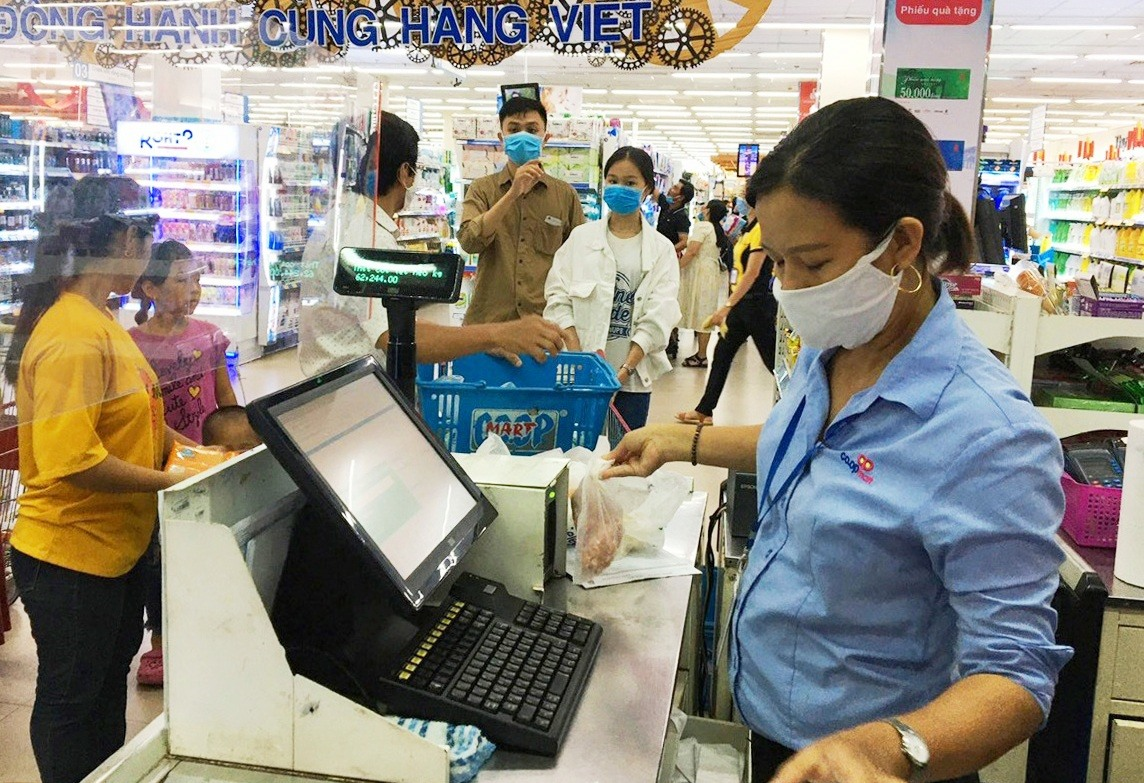 Sở Công thương yêu cầu các đơn vị ưu tiên bán hàng lương thực, thực phẩm, nhu yếu phẩm thiết yếu.