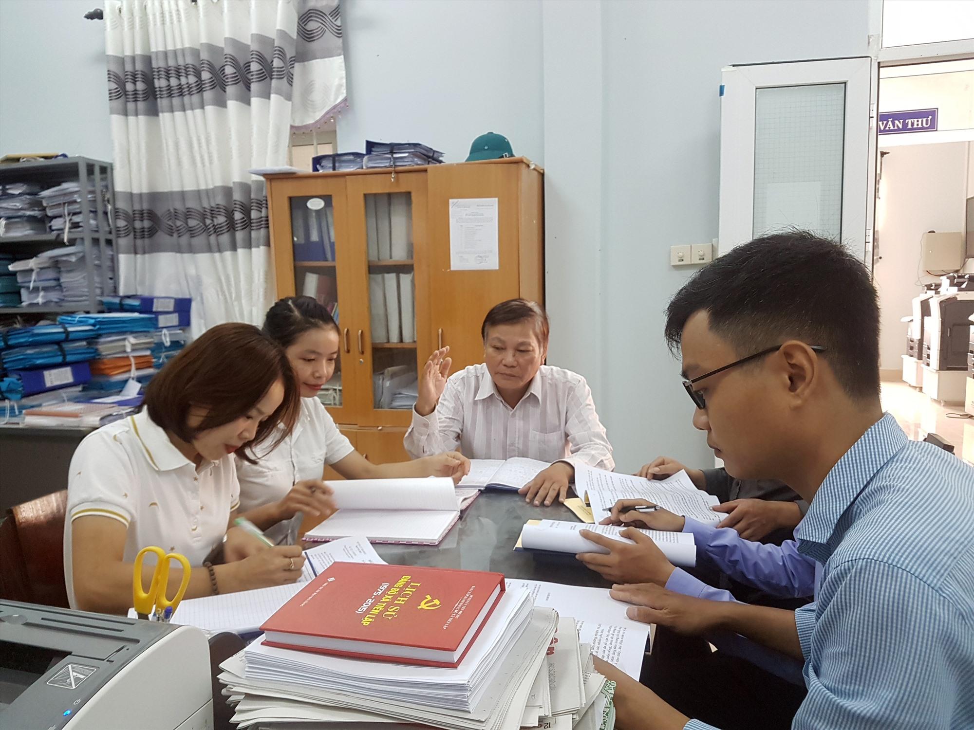 Học và làm theo gương Bác Hồ, mỗi cán bộ, đảng viên ở Tiên Phước tự tu dưỡng, rèn luyện, vì nhân dân phục vụ. Ảnh: D.L