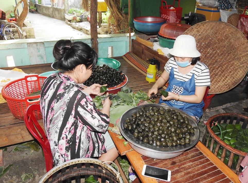 Bánh ít lá gai là đặc sản Cù Lao Chàm được du khách ưa chuộng.