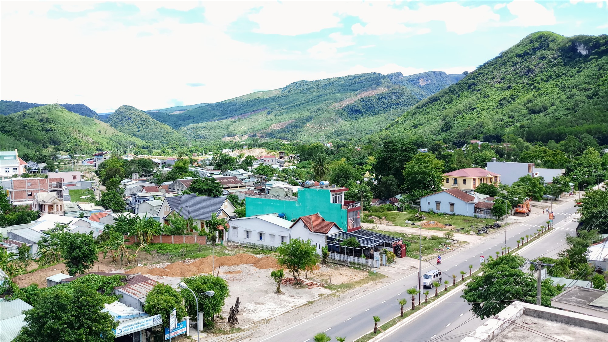 Hiệu quả thực hiện Nghị quyết Đại hội Đảng bộ huyện nhiệm kỳ 2015 - 2020 giúp diện mạo Nam Giang dần khởi sắc. Ảnh: ALĂNG NGƯỚC