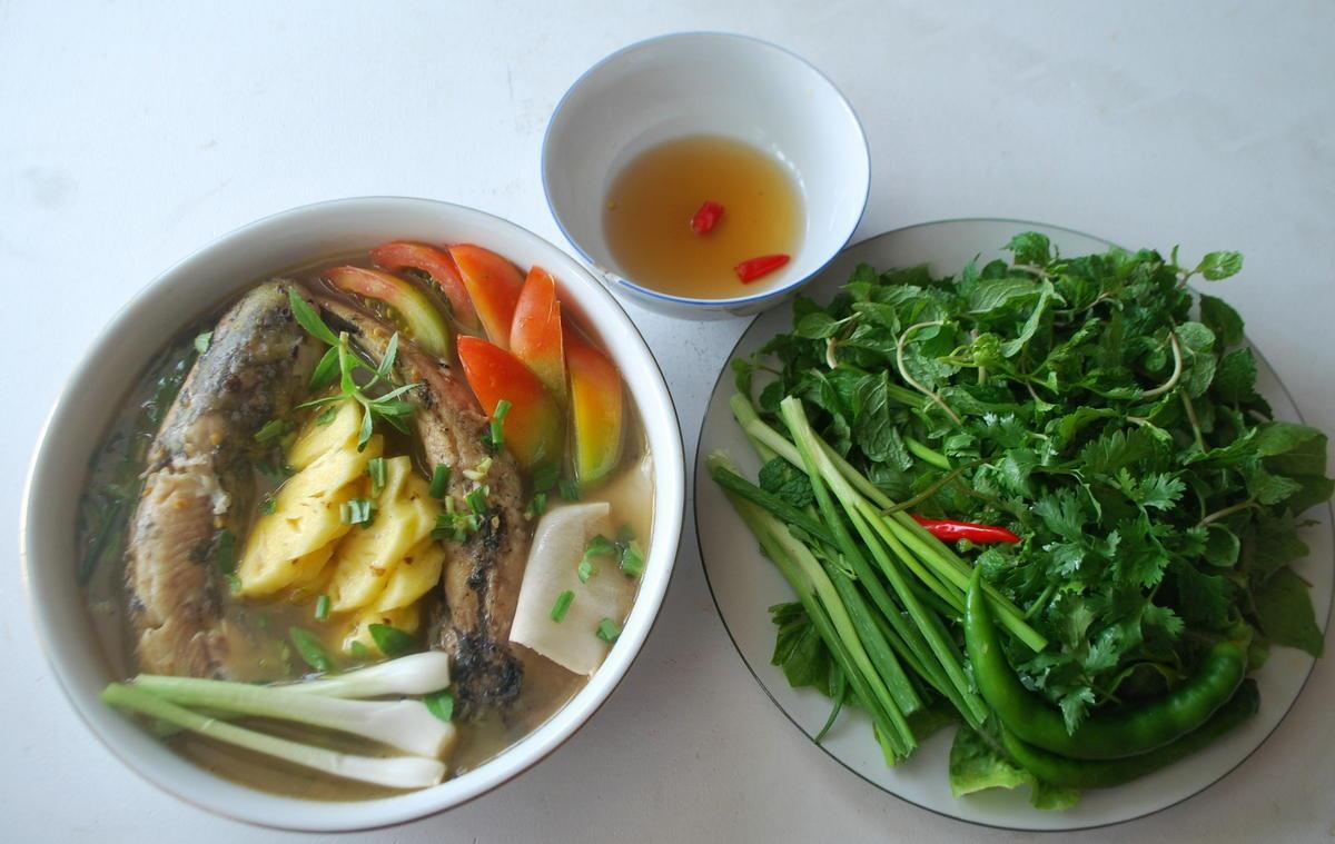 Bát canh chua cá ngát làm dịu những ngày nắng nóng.