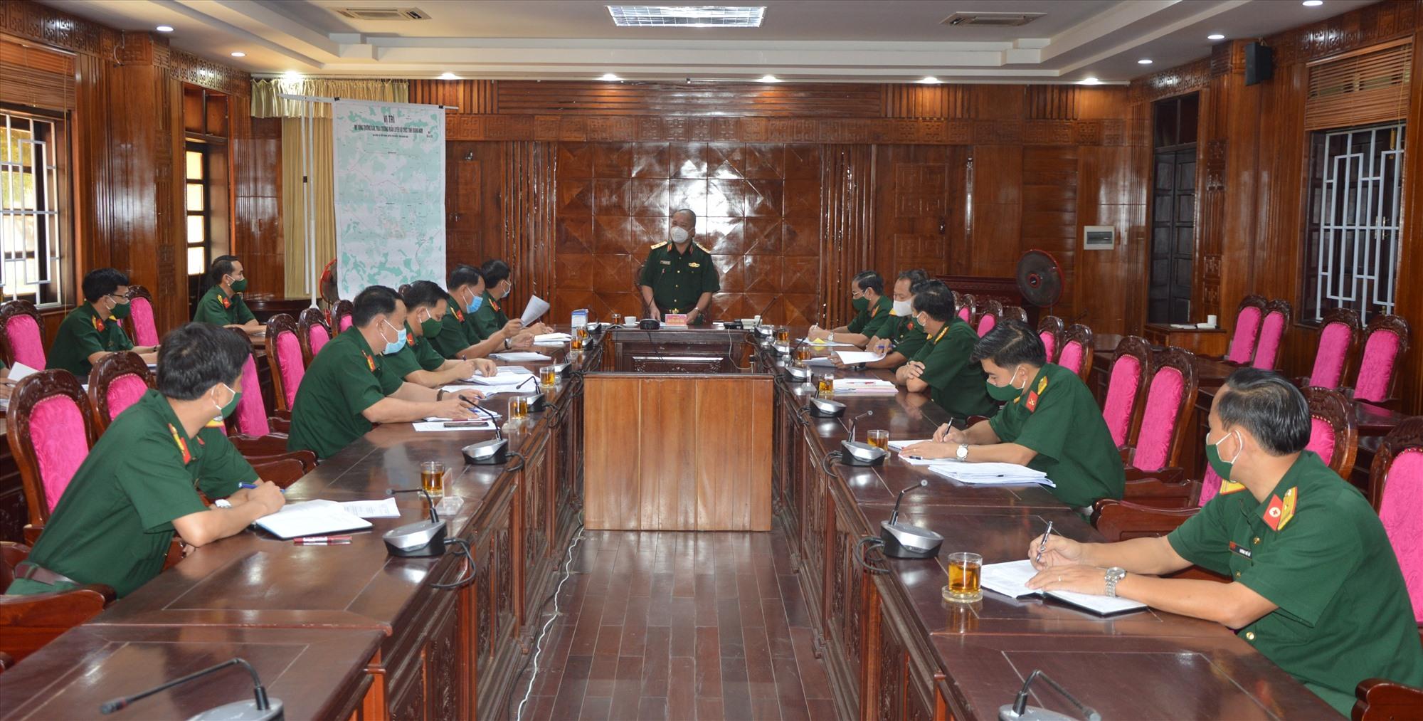 Quang cảnh buổi kiểm tra công tác phòng, chống dịch Covid -19 tại Bộ CHQS tỉnh Quảng Nam.