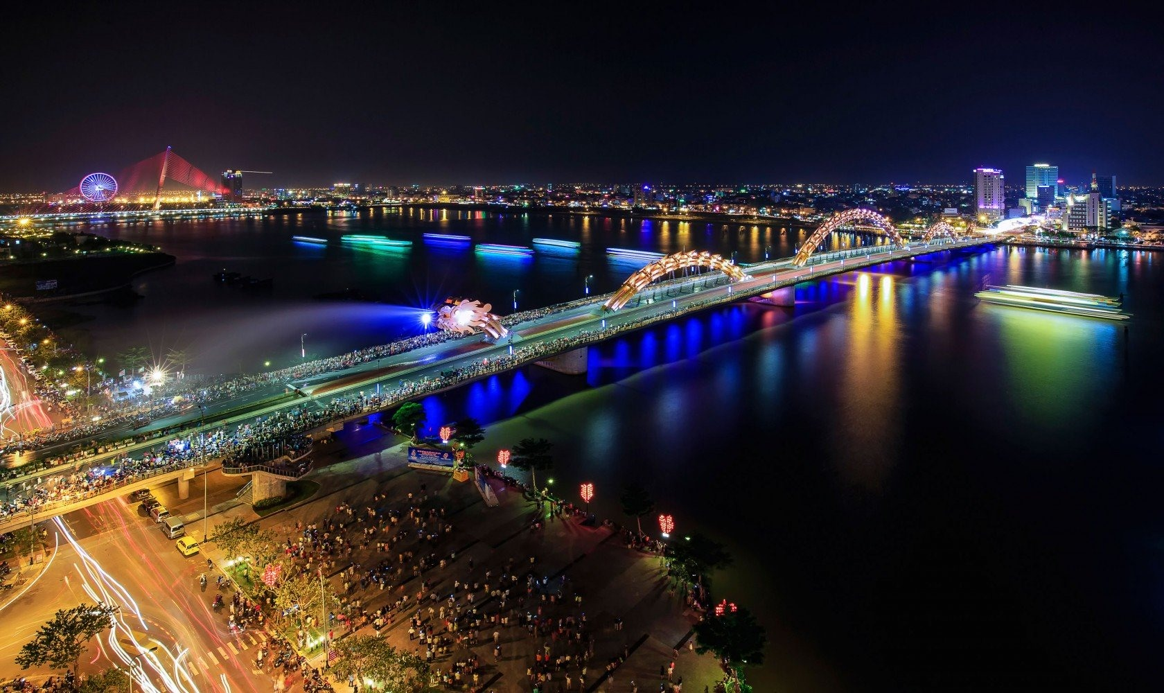 Da Nang, the city of bridges is always beautiful and attractive both day and night.