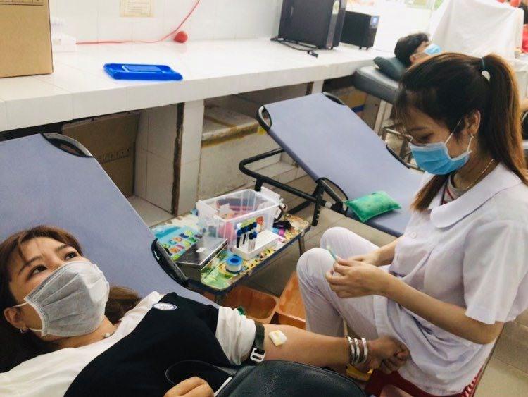Hiến máu nhân đạo tại Bệnh viện Đa khoa Quảng Nam. Ảnh: C.N
