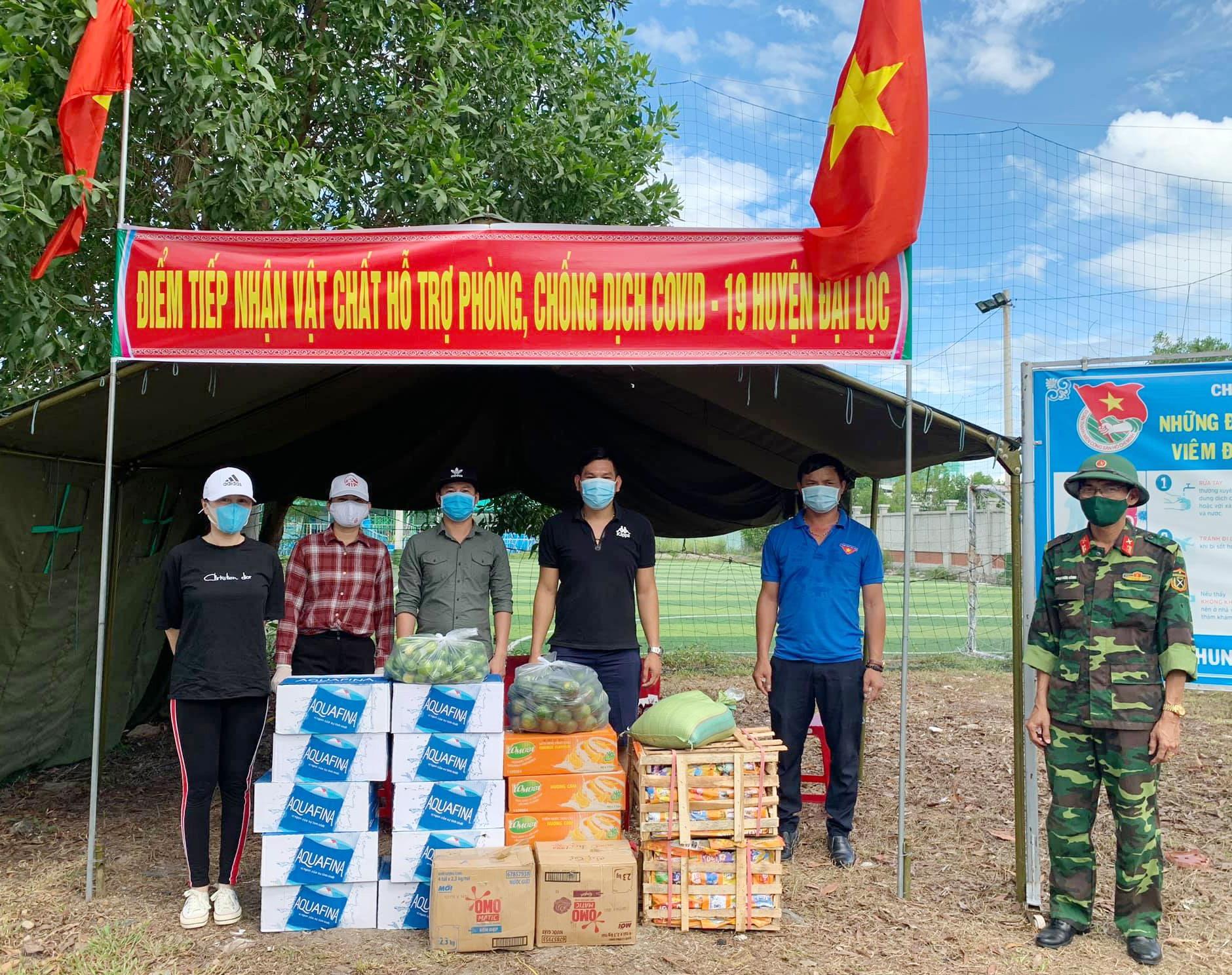 Điểm tiếp nhận hỗ trợ lương thực, vật tư, nhu yếu phẩm tại Cơ quan Quân sự huyện Đại Lộc. Ảnh: H.L