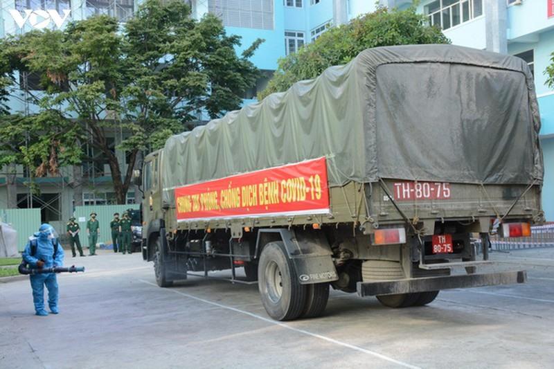 Cục Vận tải Tổng cục Hậu cần Bộ Quốc phòng hỗ trợ vận chuyển dụng cụ y tế từ Hà Nội và TPHCM đến Đà Nẵng.