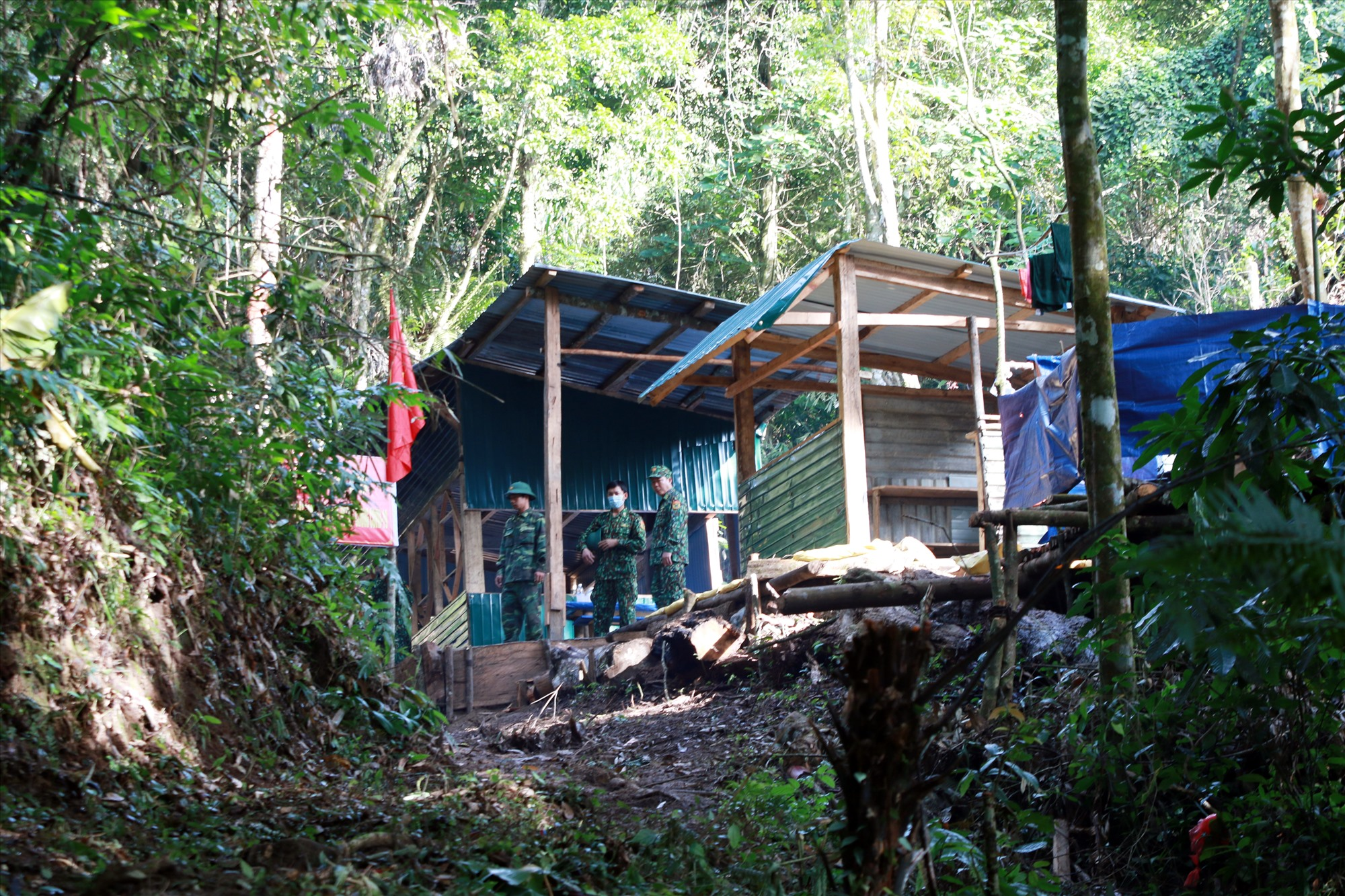 Chốt kiểm soát gần khu vực cột mốc 691 đã được kiên cố dần, thay thế cho lều bạt tạm bợ những ngày đầu. Ảnh: T.C