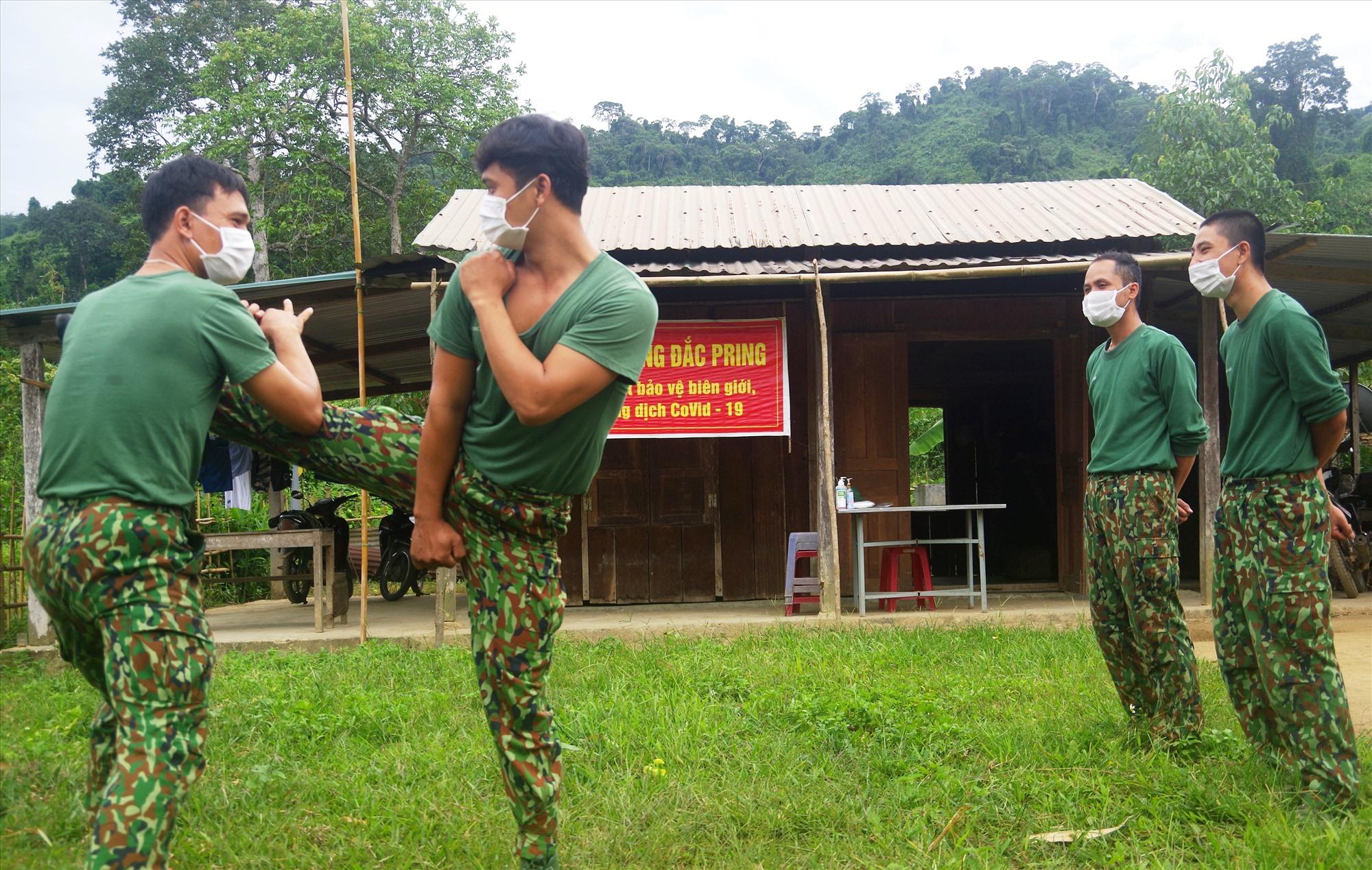 Đều đặn mỗi buổi sáng và chiều, các chiến sĩ rèn luyện thân thể, có sức khỏe tiếp tục hoàn thành tốt nhiệm vụ. Ảnh: T.N