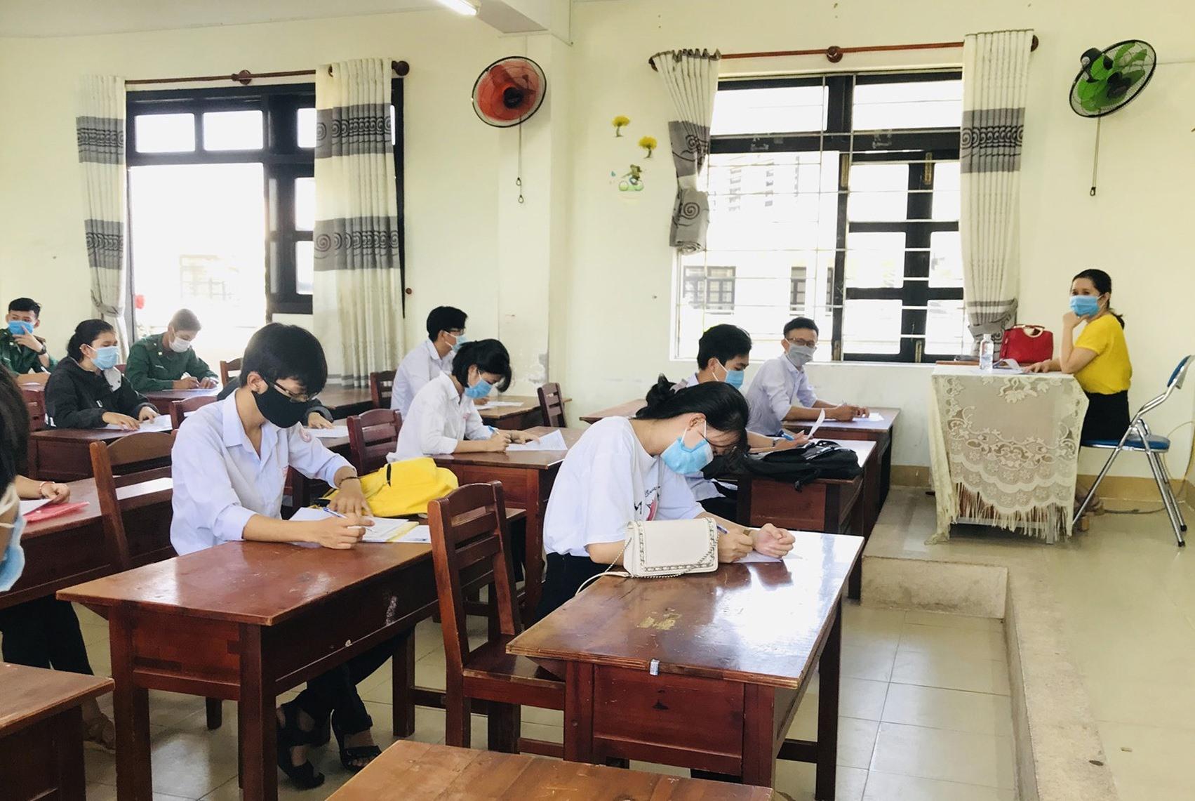 Thí sinh Quảng Nam học quy chế tại kỳ thi THPT quốc gia năm 2020. Ảnh: C.N