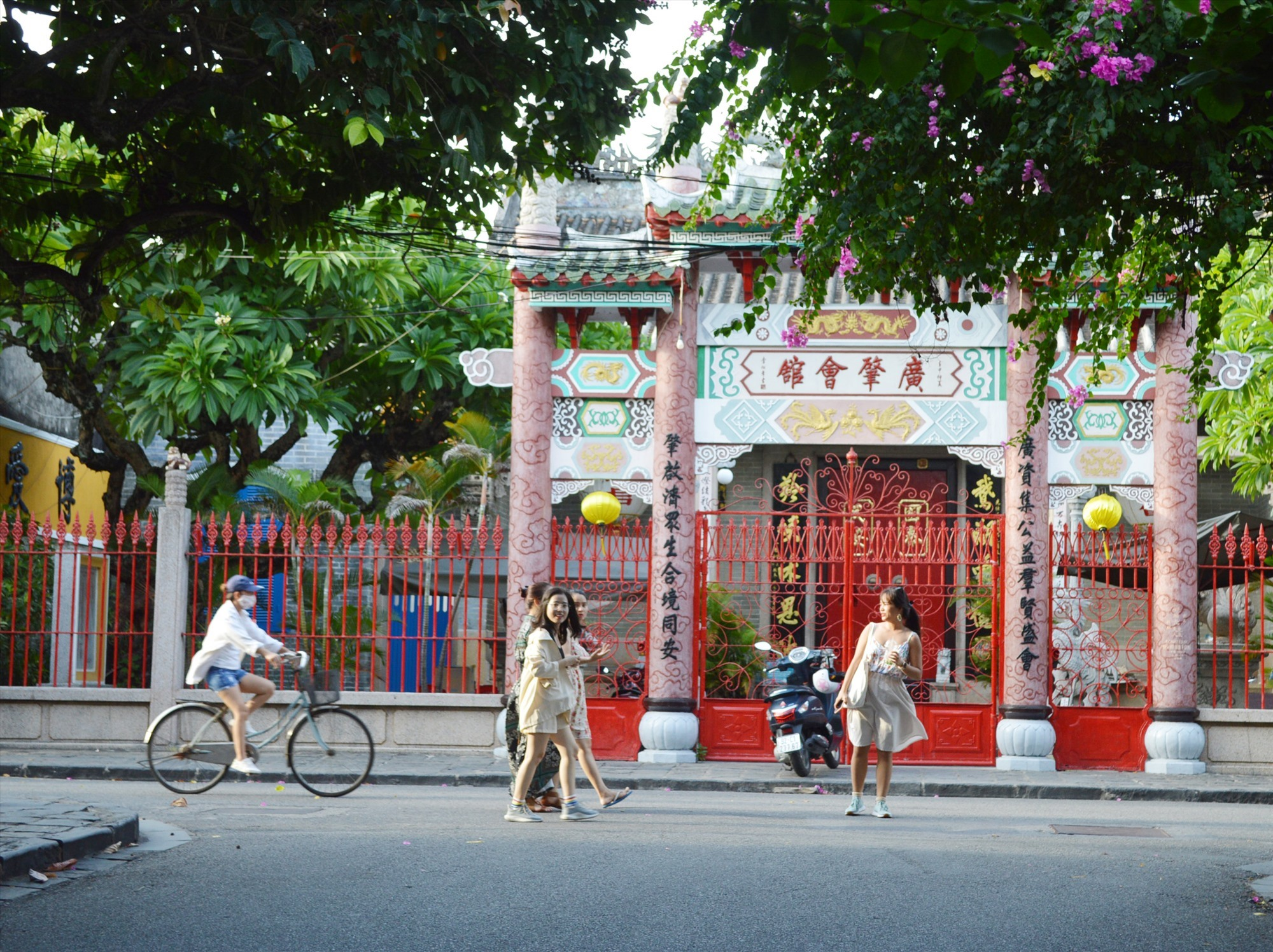 Tourists come to Hoi An after Covid-19