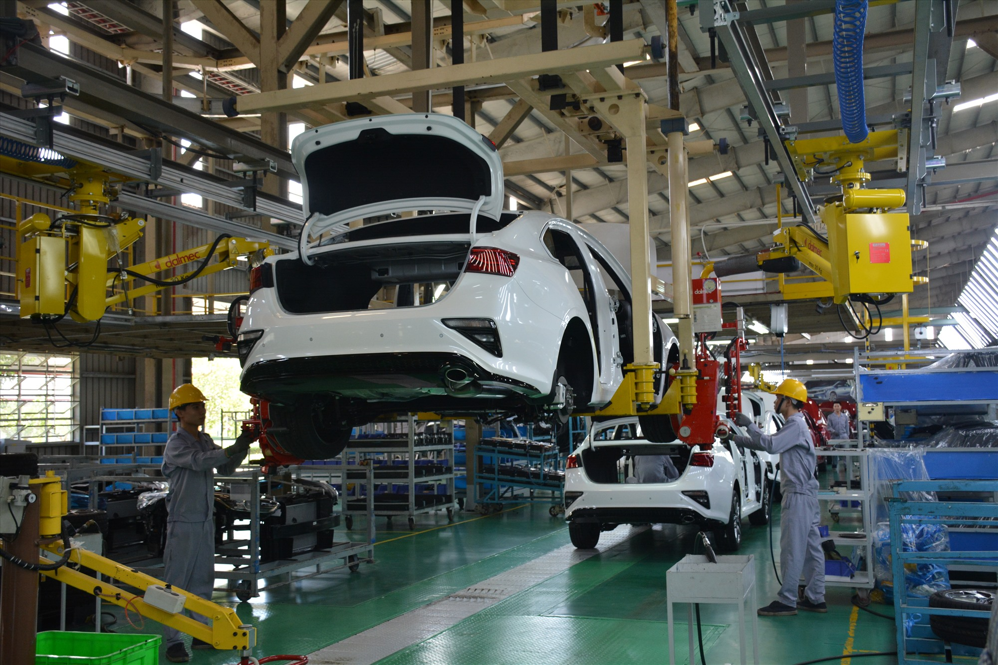 Ô tô sản xuất, lắp ráp trong nước được gia hạn thuế. Ảnh: H.D