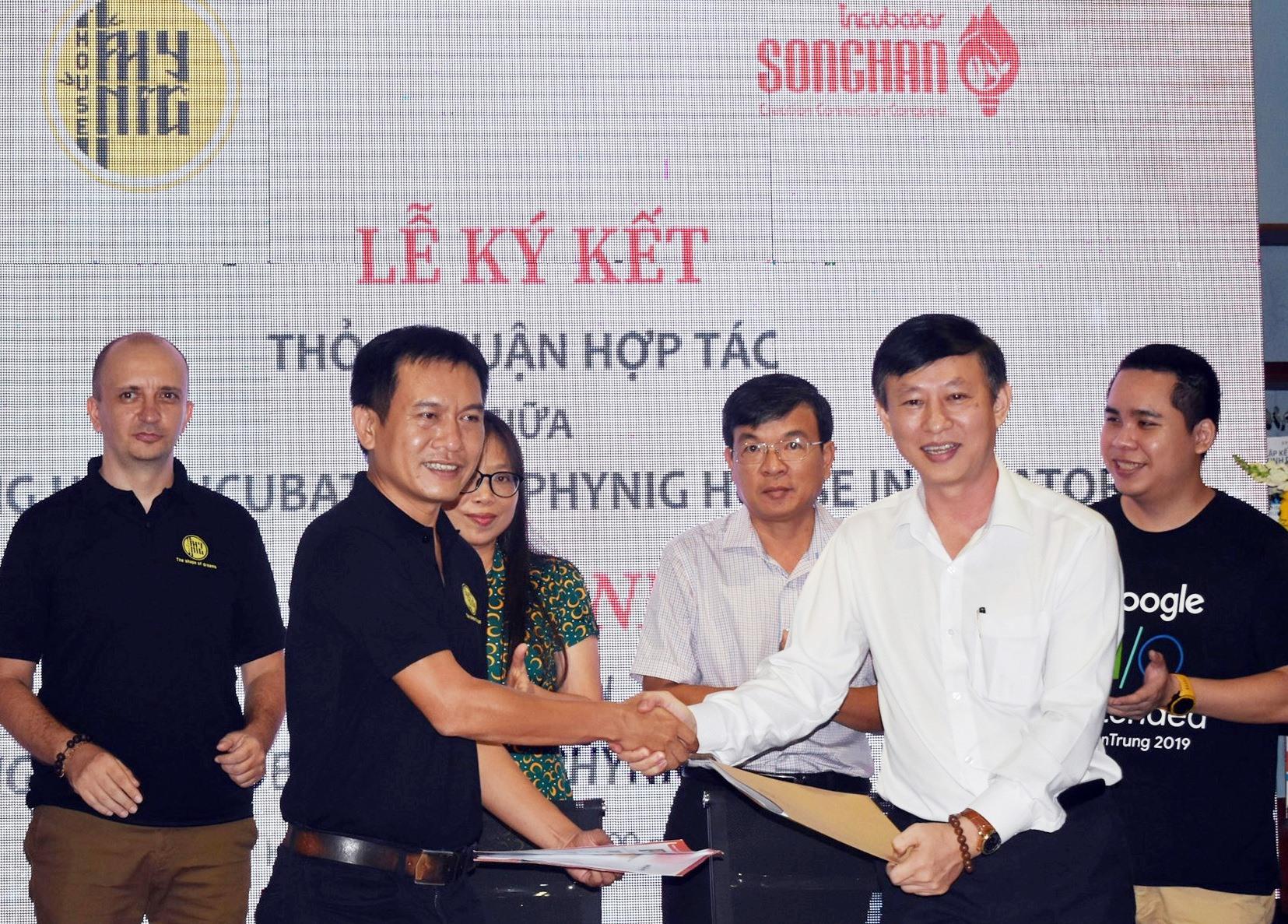 Ký kết thỏa thuận hợp tác giữa Trung tâm Ươm tạo khởi nghiệp Sông Hàn với Phyning House Hội An