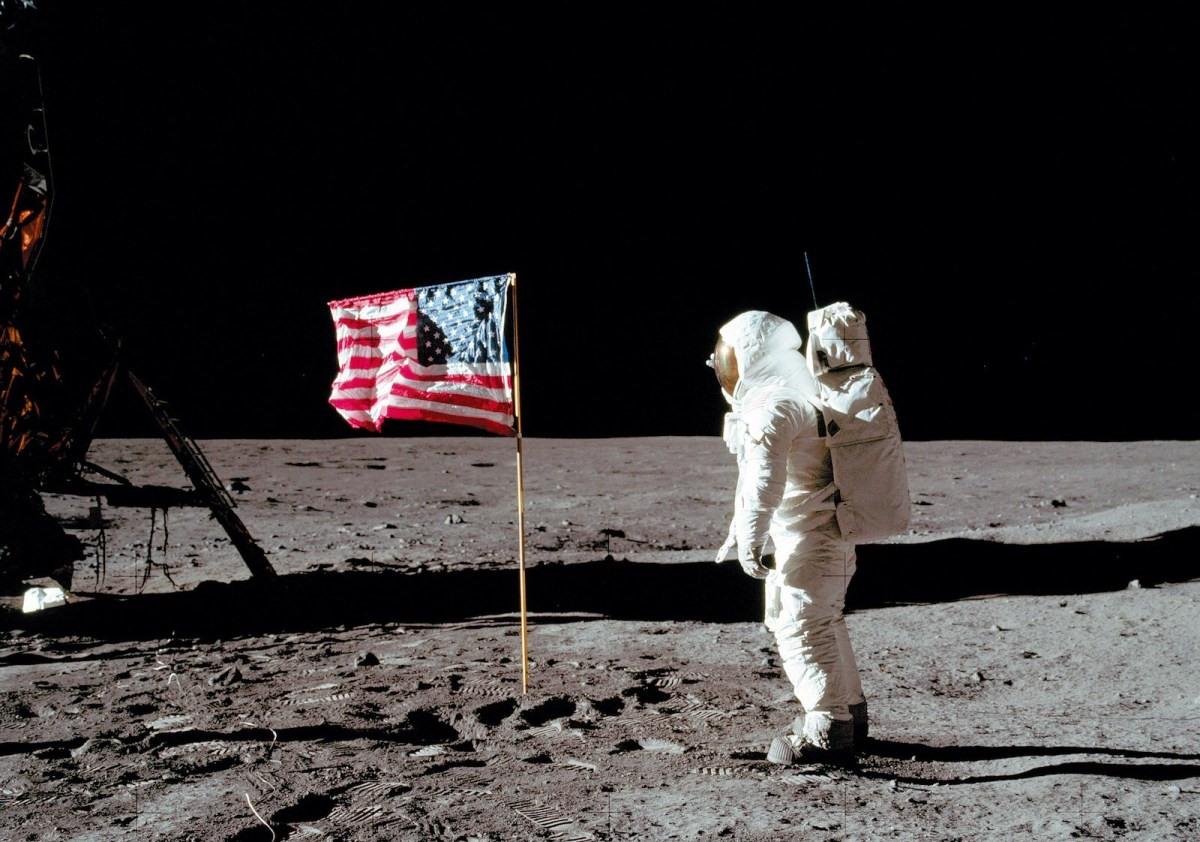 Phi hành gia Mỹ Buzz Aldrin, bước đi trên bề mặt mặt trăng năm 1969. Ảnh: NASA