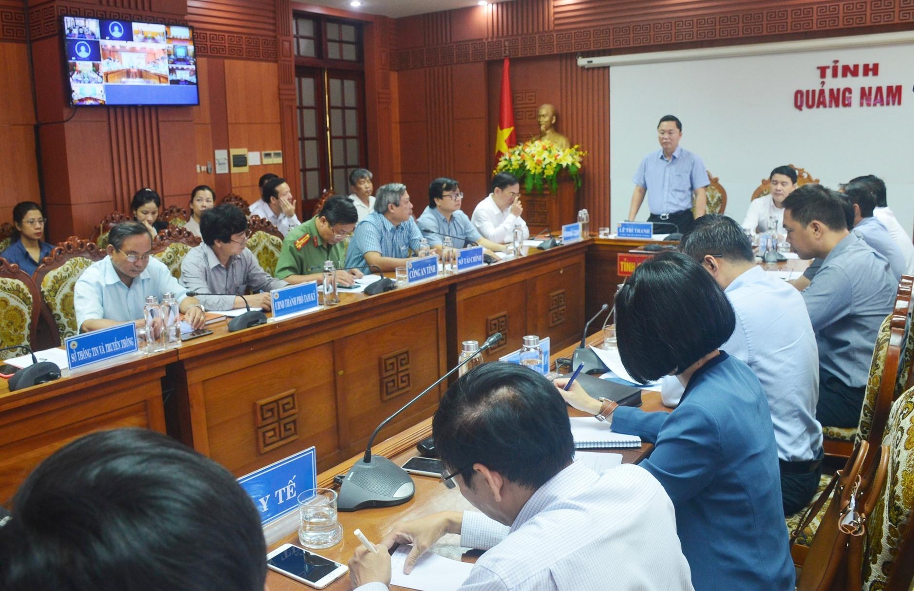 Chủ tịch UBND tỉnh Lê Trí Thanh phát biểu tại buổi họp trực tuyến. Ảnh: Q.T