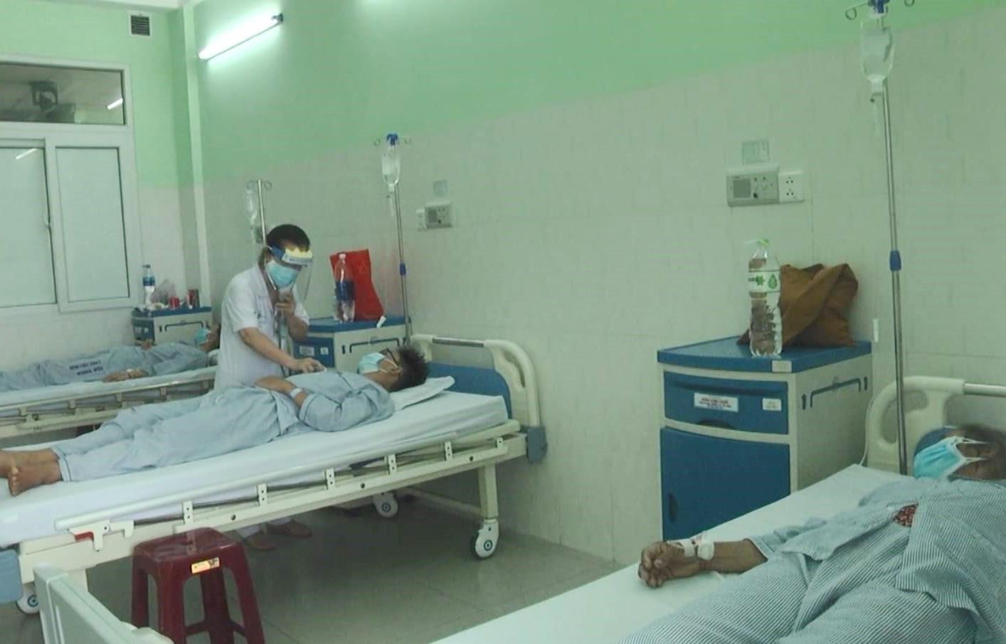 Ba trong số bốn bệnh nhân ngộ độc pate Minh Chay đã tỉnh táo.